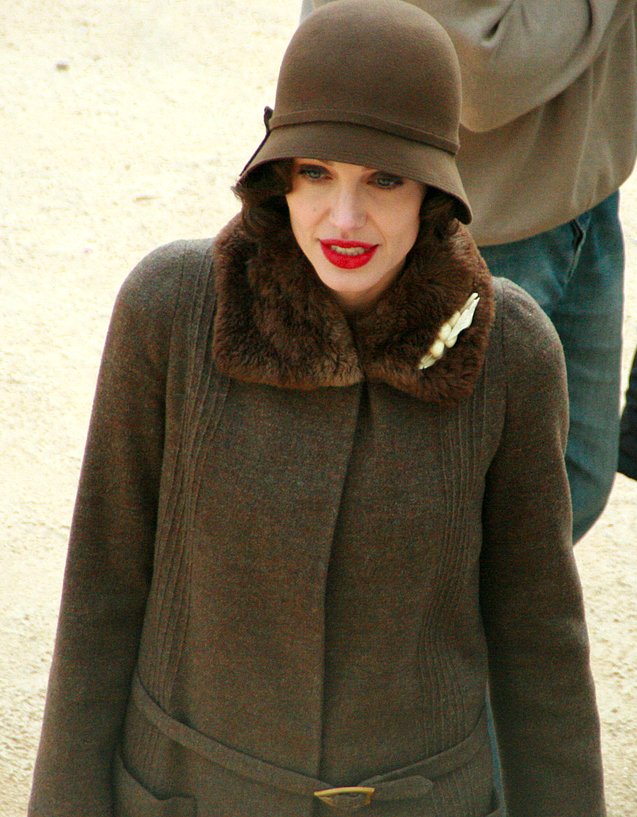 File:Jolie set.png - Wikimedia Commons