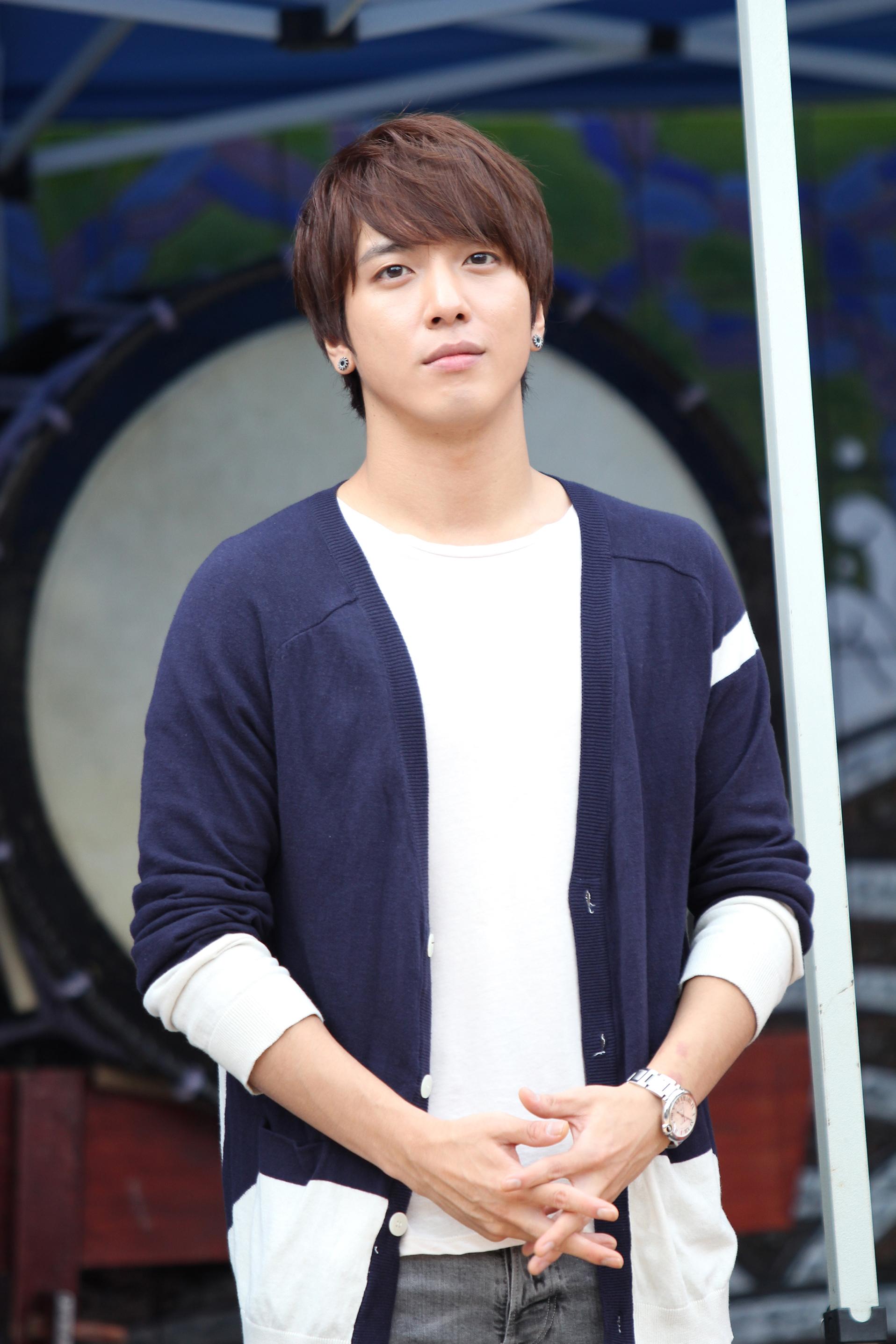 jung yong-hwa net worth