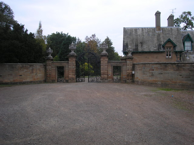 King's Gate entrance to Dalkeith Park - geograph.org.uk - 605175