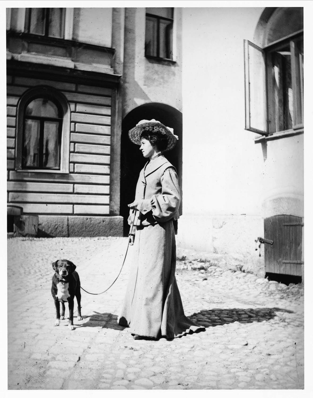 lång kvinna daska i Stockholm
