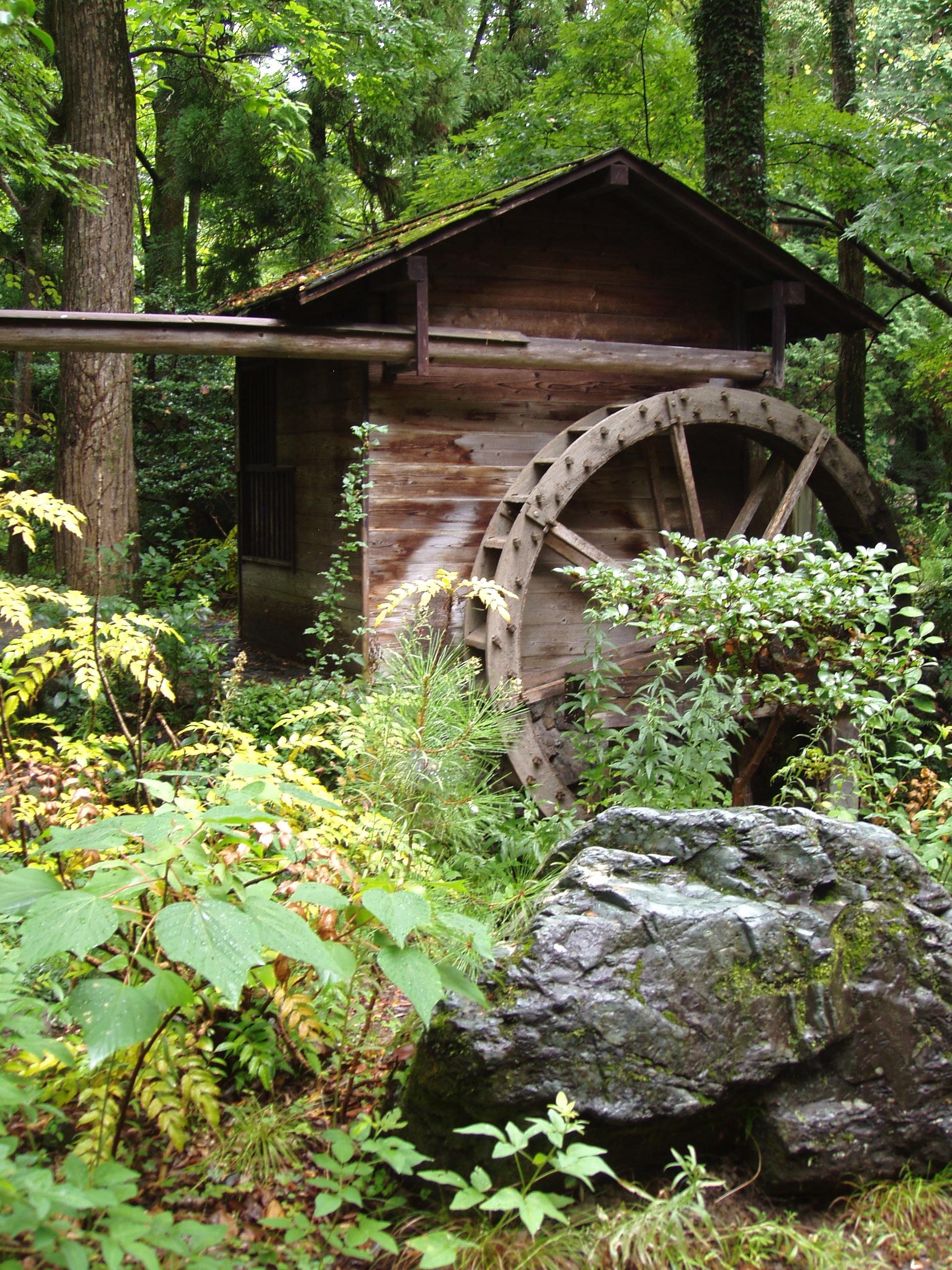 Kyoto_Botanical_Garden_-_water_mill Backyard Water Wheel
