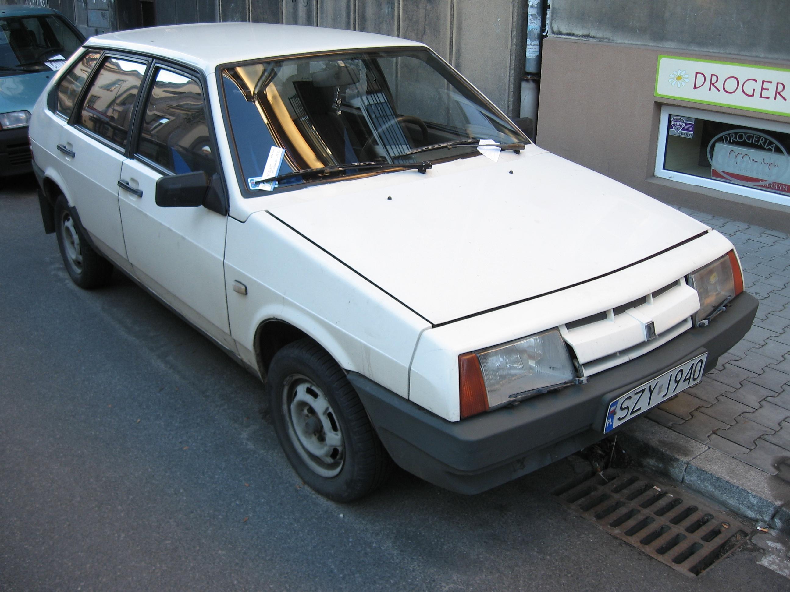 File:Lada Samara 2109 in Kraków (2).jpg