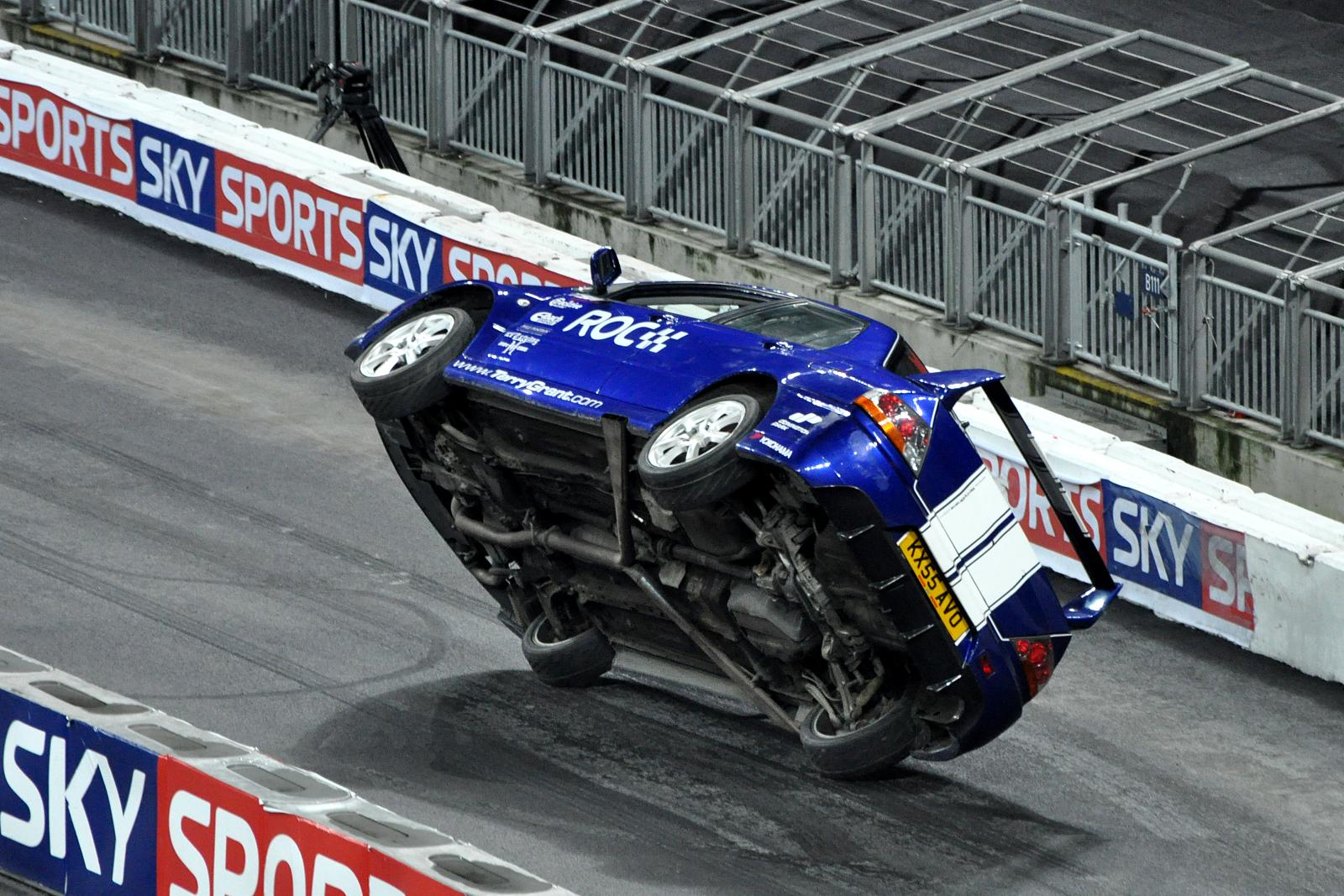 http://upload.wikimedia.org/wikipedia/commons/8/8c/Lancer_Evo_ski_stunt.jpg