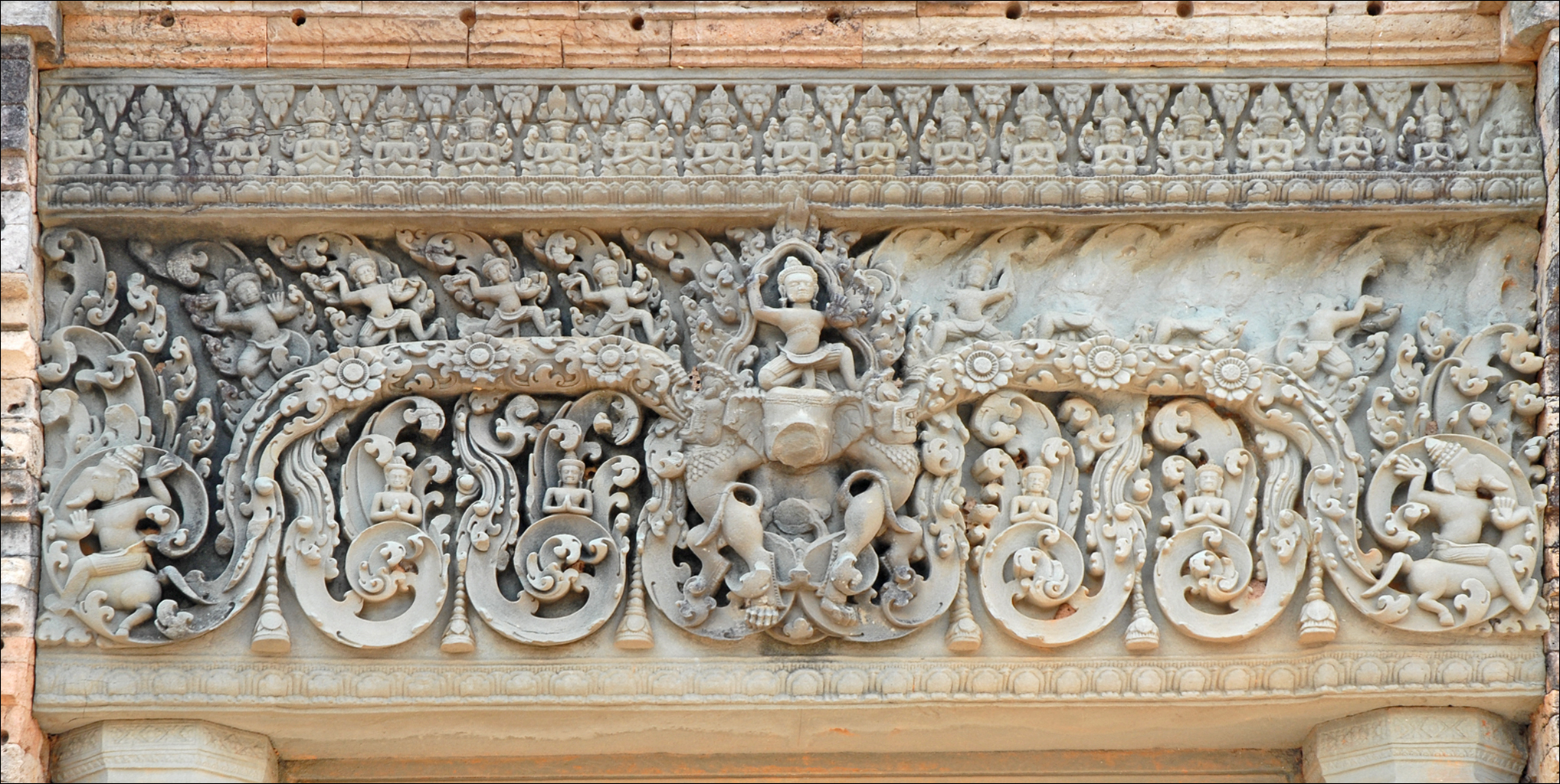 Ganesh Trompe A Droite file:le mébon oriental (angkor) (6807648582) - wikimedia