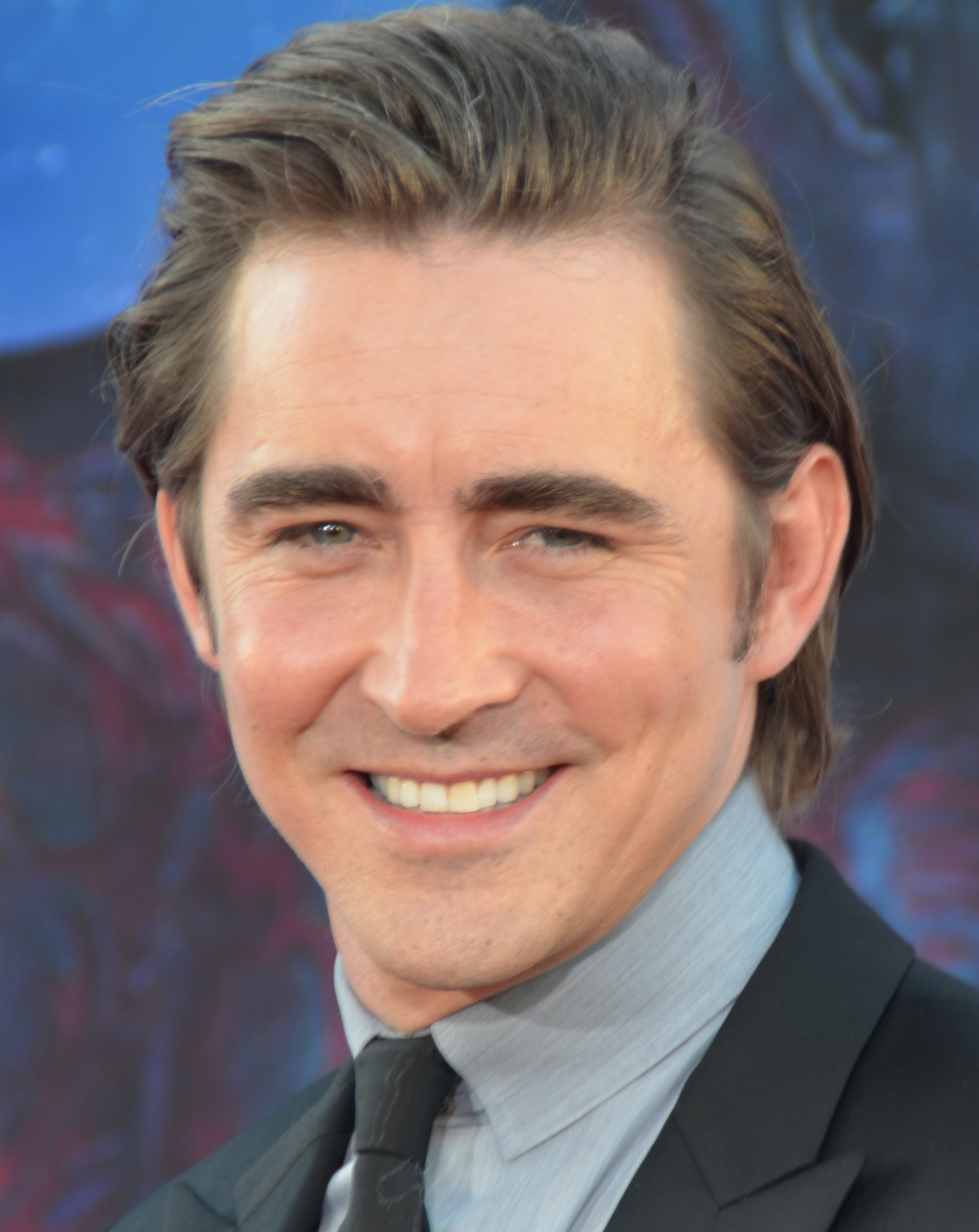 The 38-year old son of father James Roy Pace and mother Charlotte Kloeckler Pace, 190 cm tall Lee Pace in 2017 photo