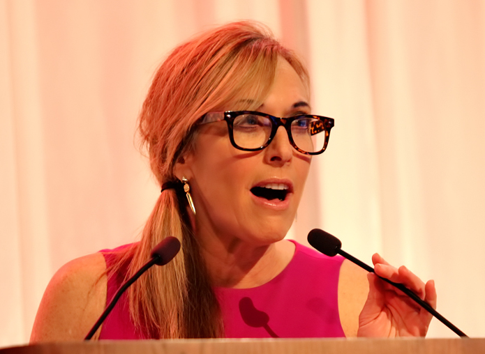 The 58-year old daughter of father (?) and mother(?) Linda Cohn in 2018 photo. Linda Cohn earned a  million dollar salary - leaving the net worth at 0.5 million in 2018