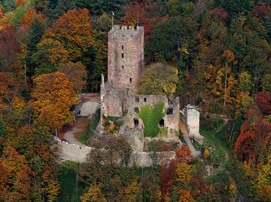 File:Luftaufnahme-Kastelburg-26102005.jpg