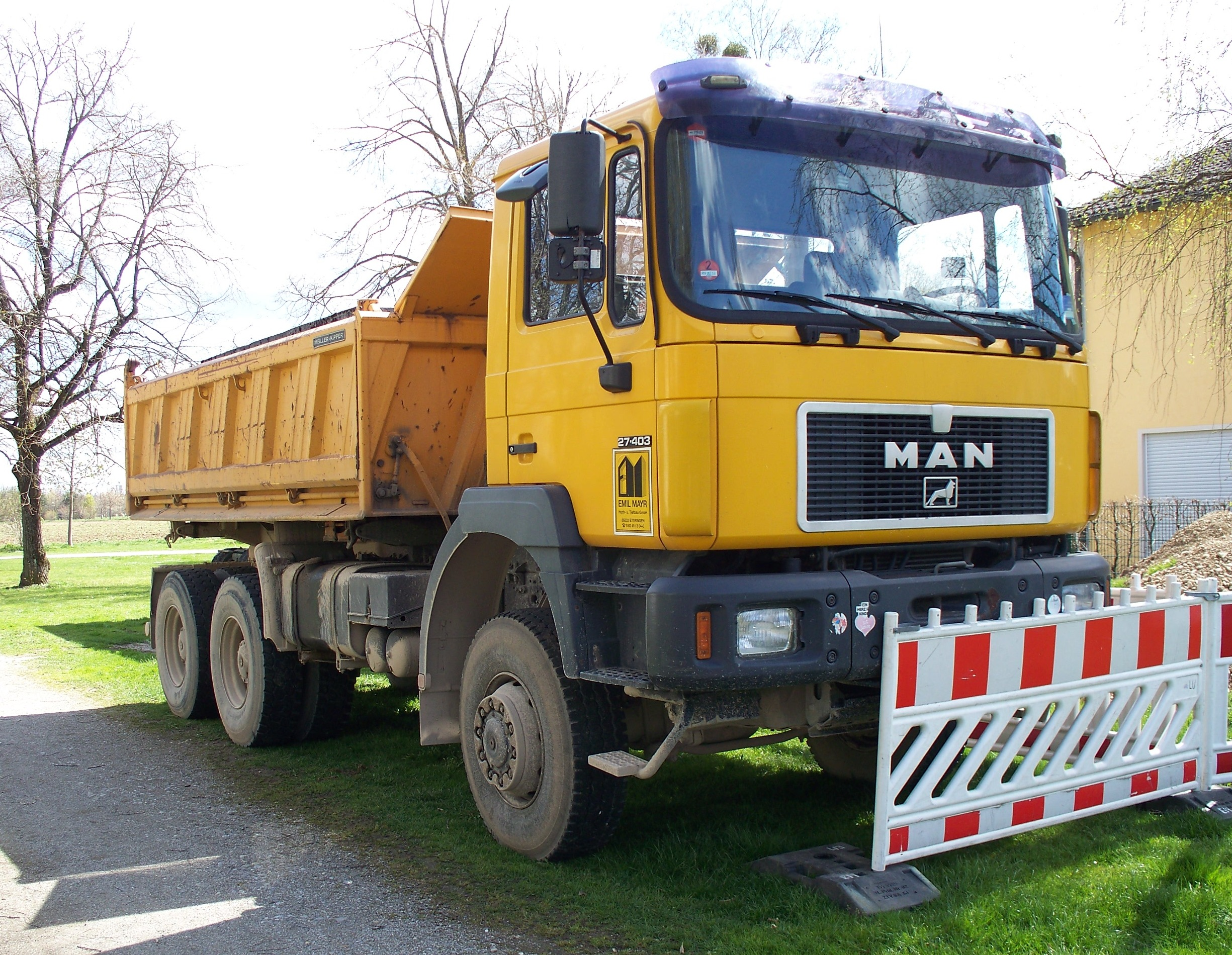 121dumpers moreover Dump Truck further High Risk Straight And Box Trucks further File MAN 27 403 dump truck in Munich in addition Watch. on dump truck dumping
