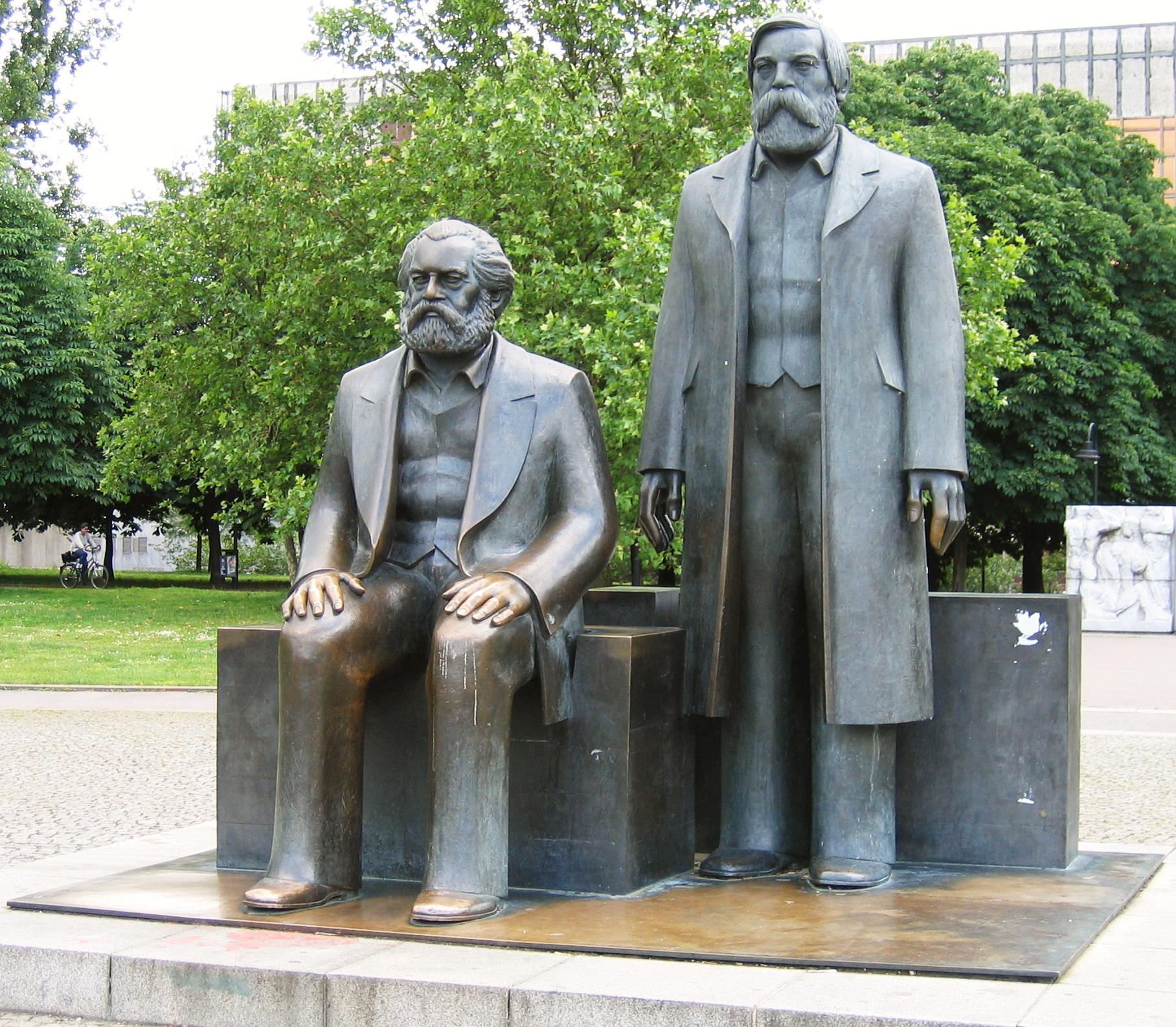 Risultati immagini per Marx  a Berlino immagini