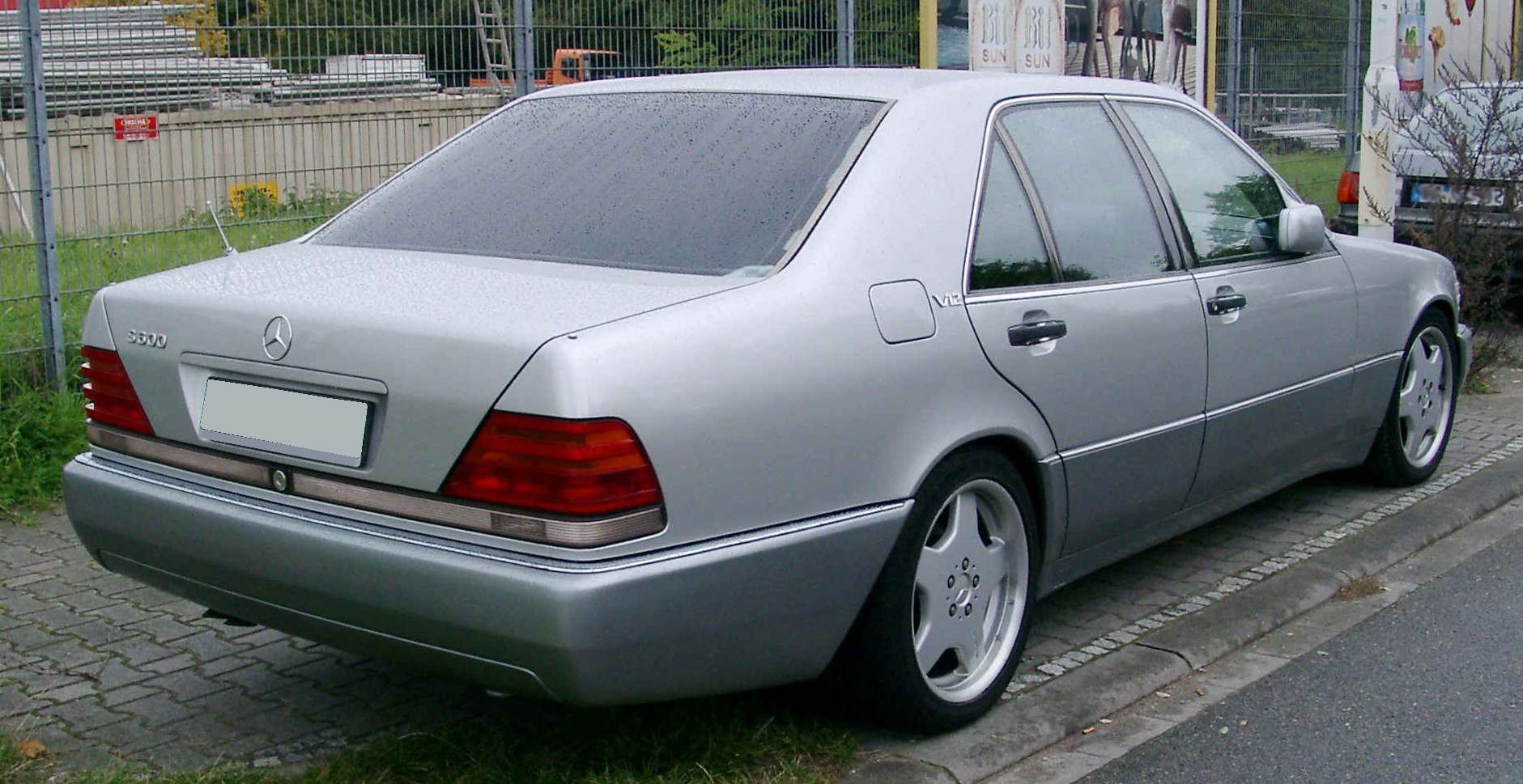 File mercedes benz w140 rear wikimedia commons for Mercedes benz w140