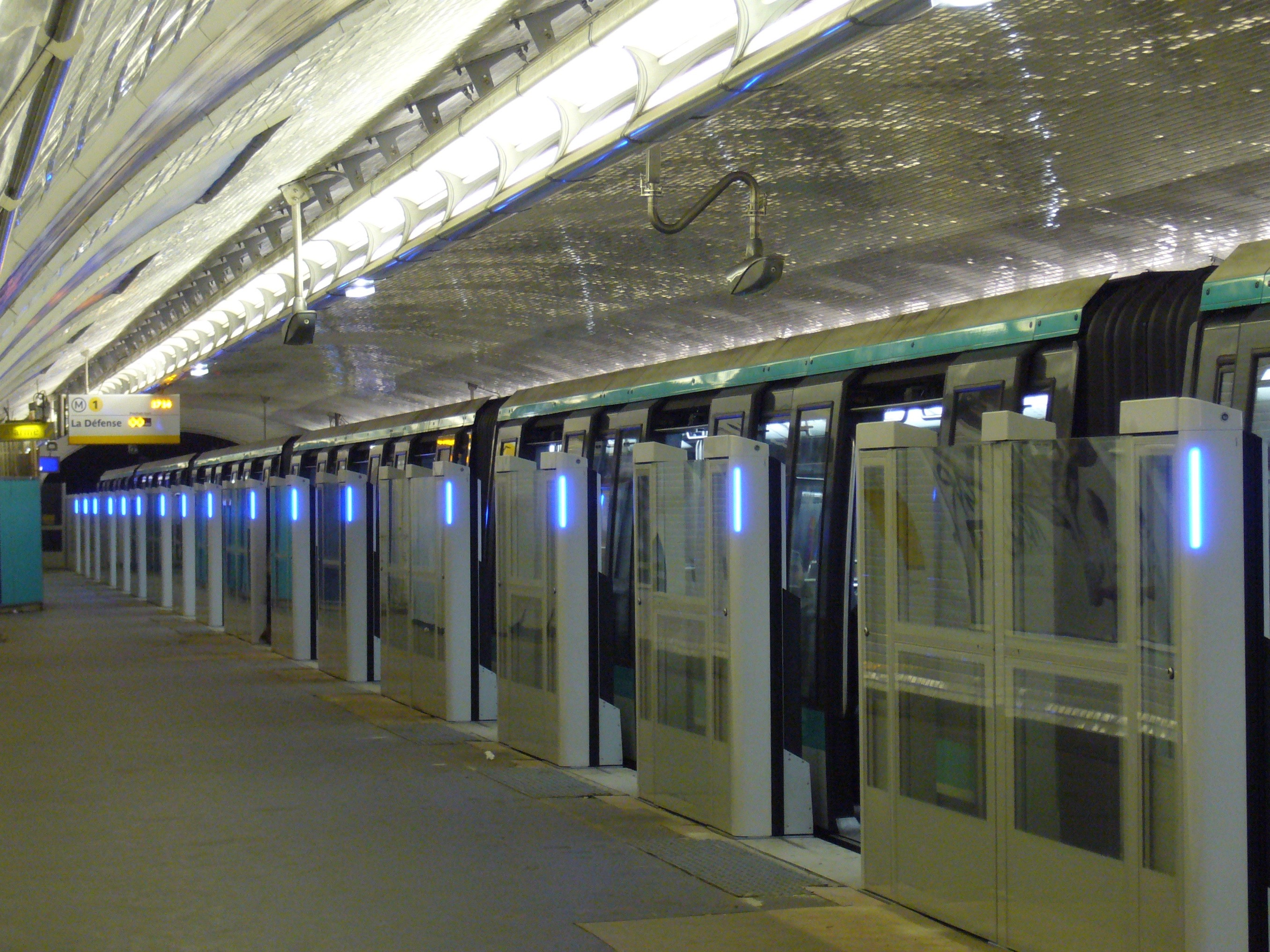 file metro paris ligne 1 berault installation facades de quai 33 jpg wikimedia commons. Black Bedroom Furniture Sets. Home Design Ideas