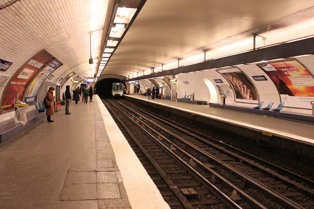 Invalides (Paris Métro and RER) - Wikipedia