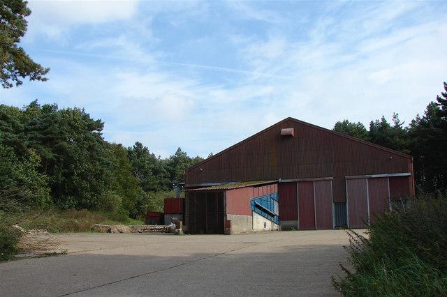 File:Modern Barn on the Peddars Way - geograph.org.uk - 565401.jpg