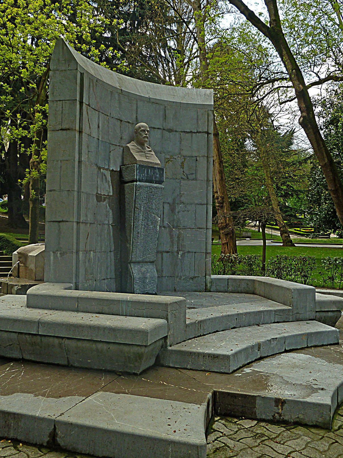 Resultado de imagen de Campo de San Francisco, Monumento a Clarín,