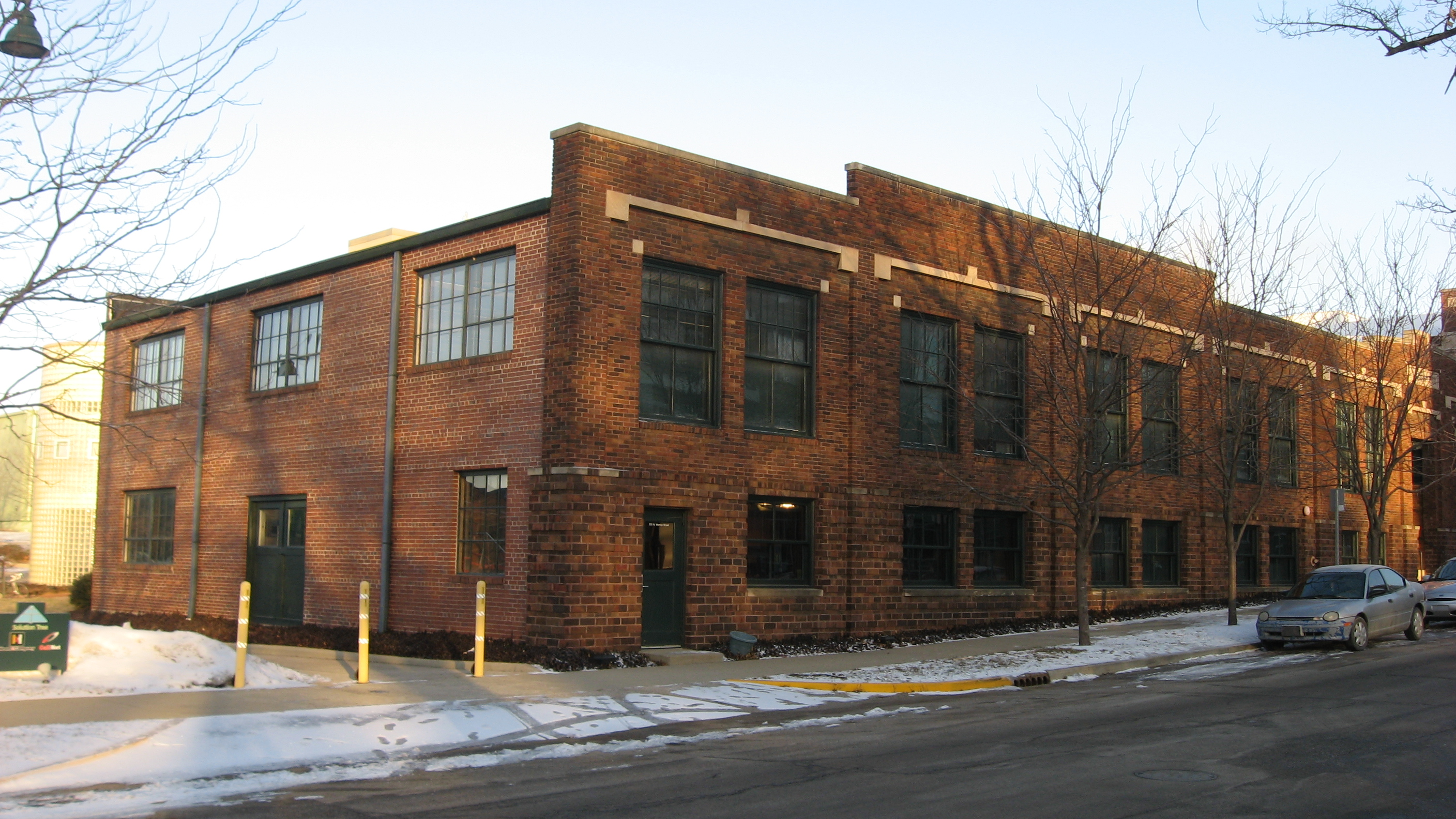 File:Morton Street North 531, Showers Brothers Furniture Showroom,  Bloomington West Side HD