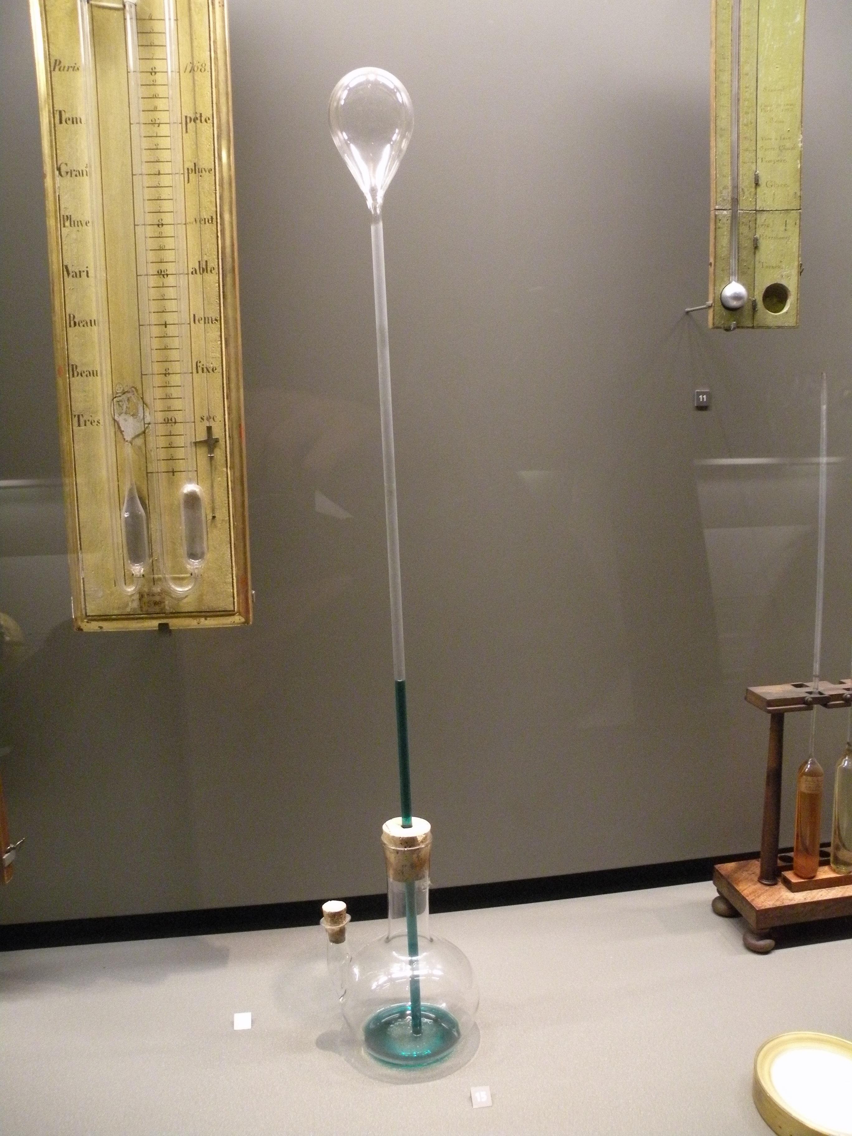 File:Musée des Arts et Métiers thermoscope de galilée 1592.JPG - Wikimedia  Commons