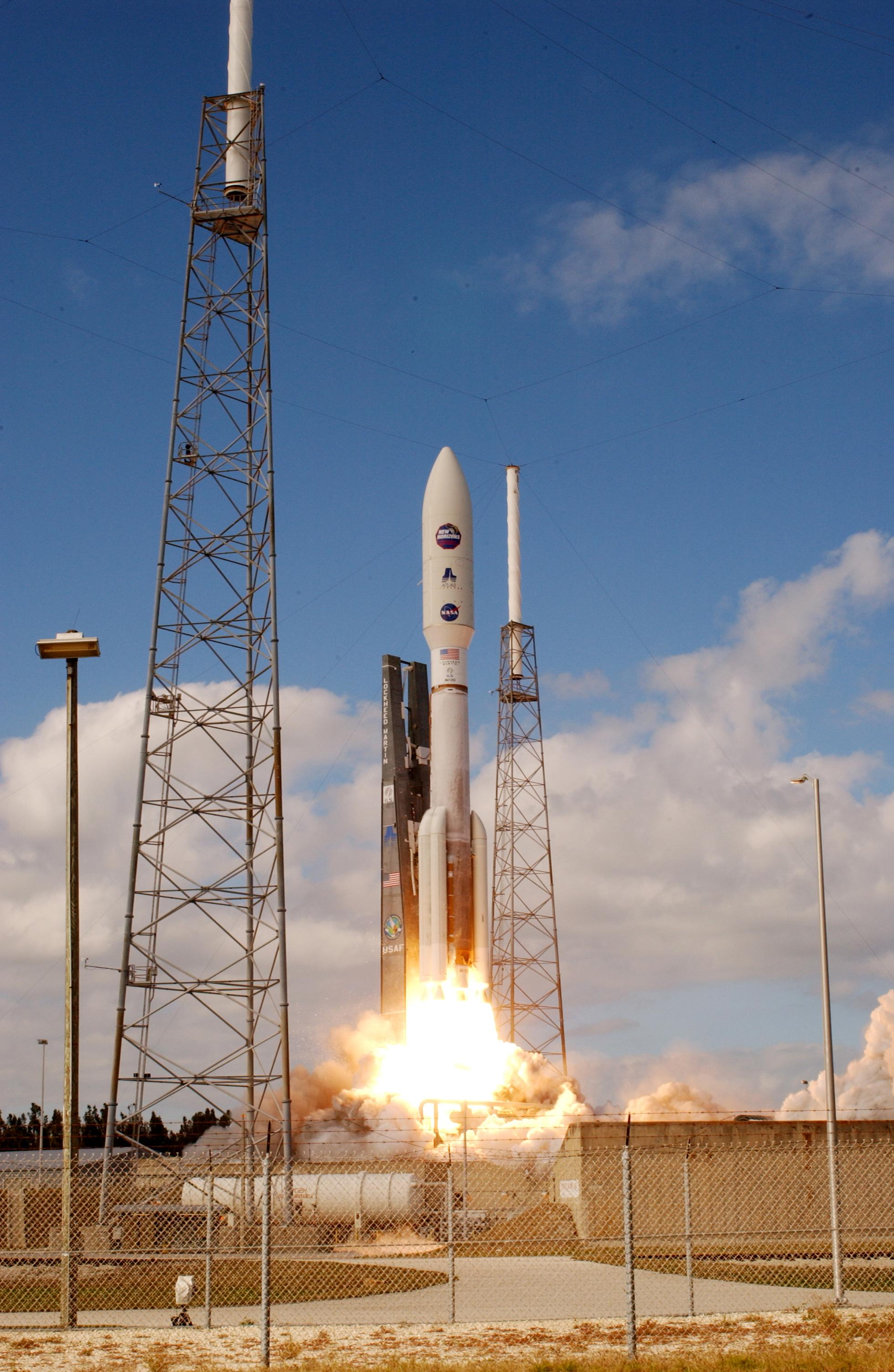 http://upload.wikimedia.org/wikipedia/commons/8/8c/New_Horizons_launch.jpg