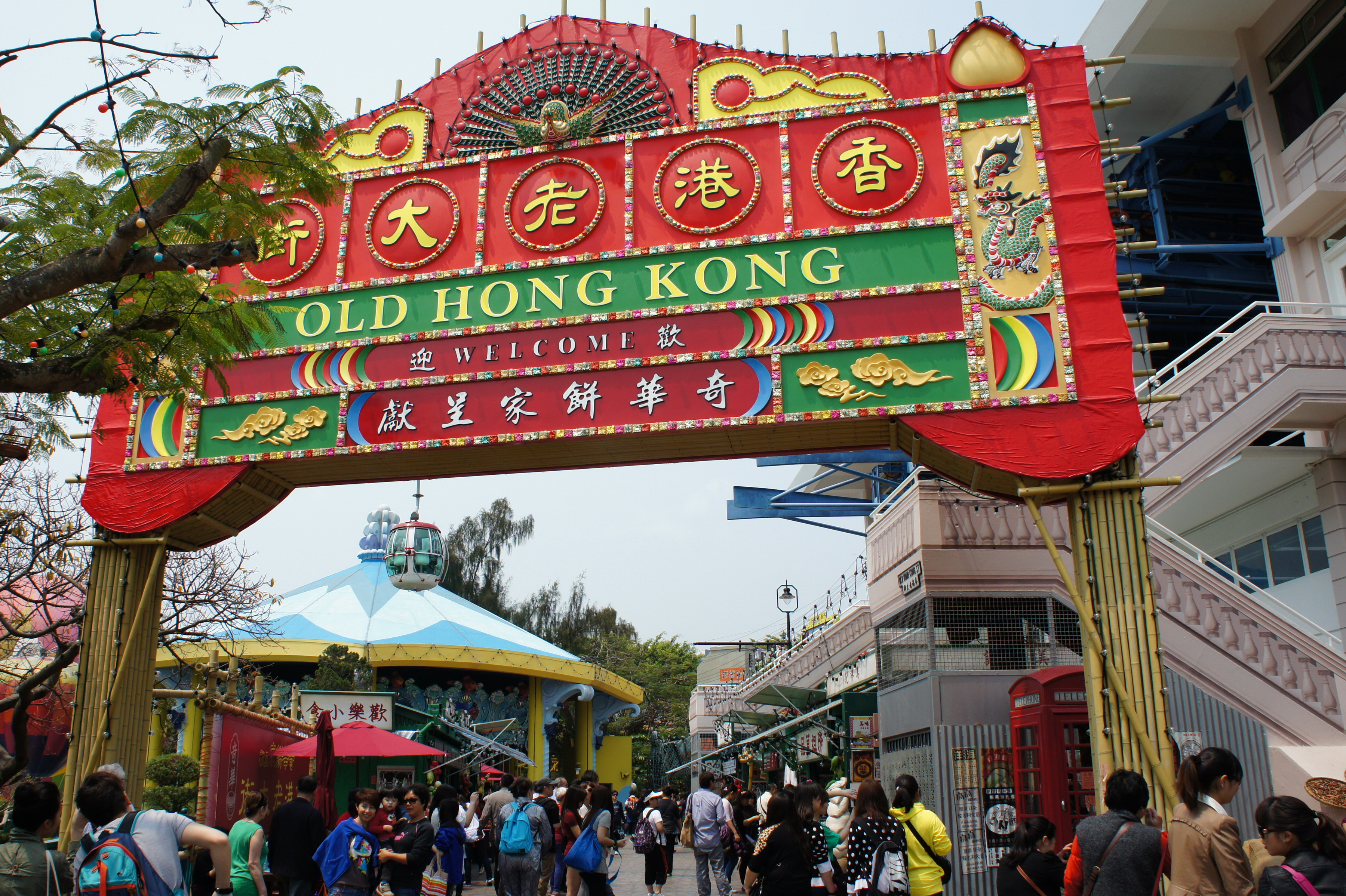hong kong s ocean park taking on disney Ocean park hong kong temple street night market  guests staying at the hong kong disneyland resort are invited to join fun activities throughout the day at the.