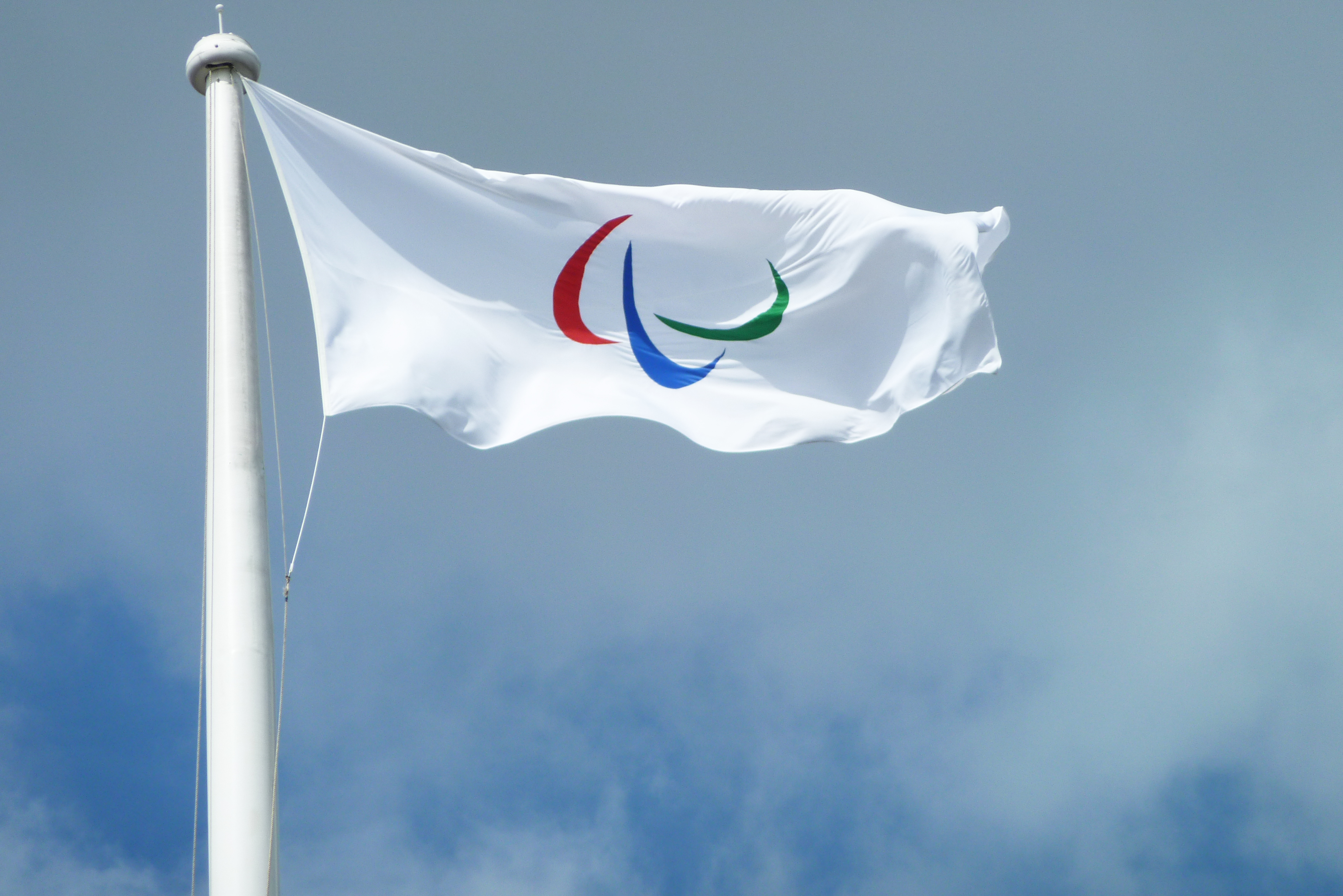 File:Paralympic Agitos Flag (7844521694).jpg - Wikimedia Commons