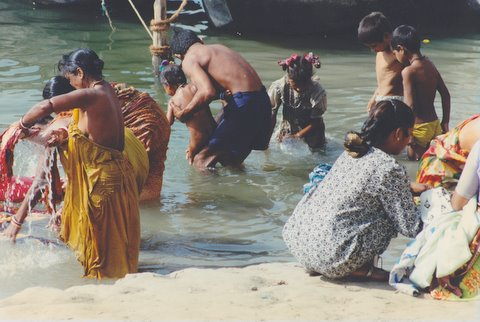 File:People to wash in the river the ganges at Varanasi.jpg