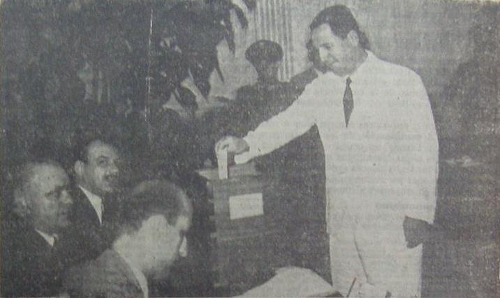 File:Perón vota (1946).JPG