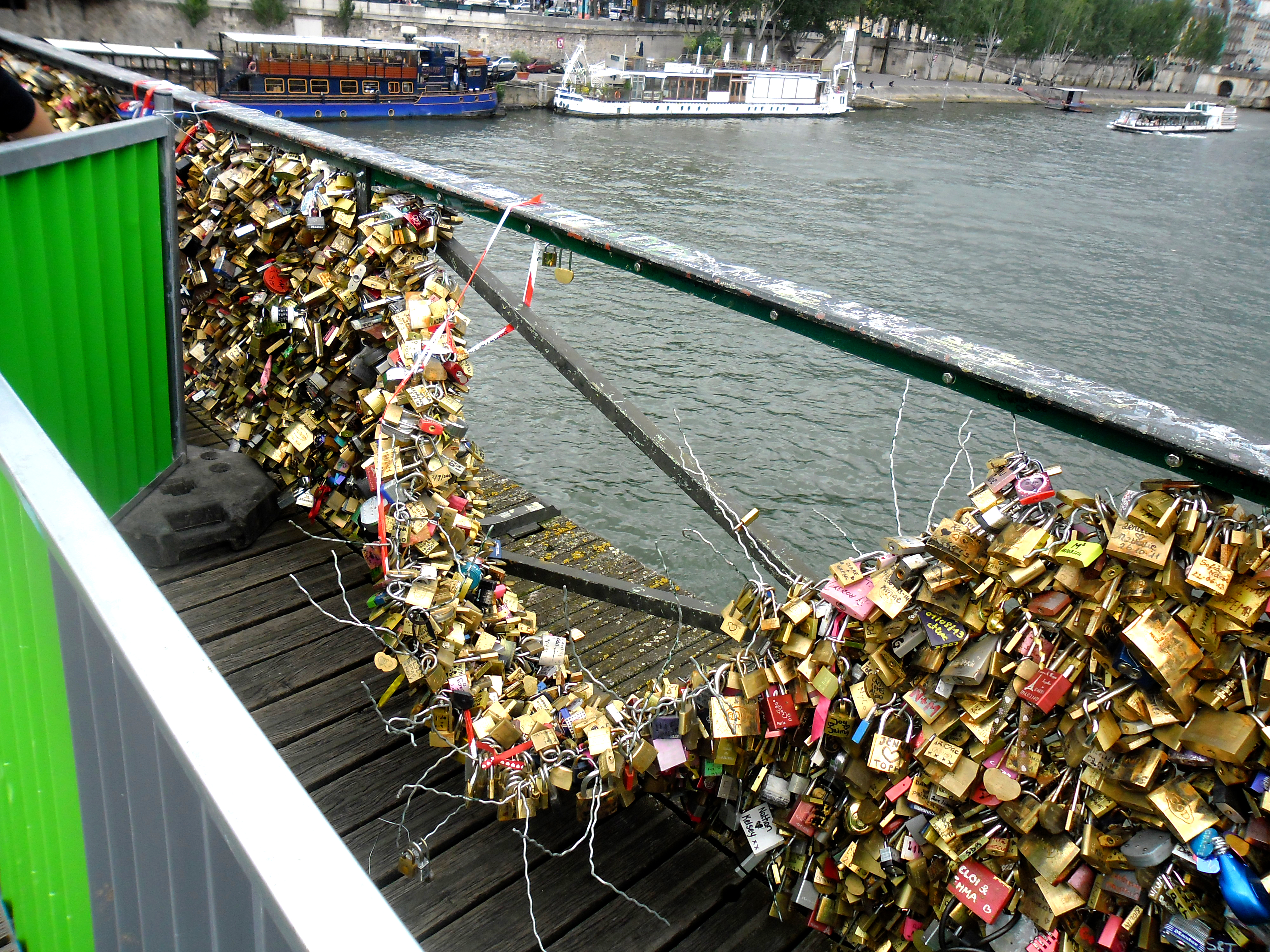File pont des arts wikimedia commons - Cadenas amoureux pont paris ...