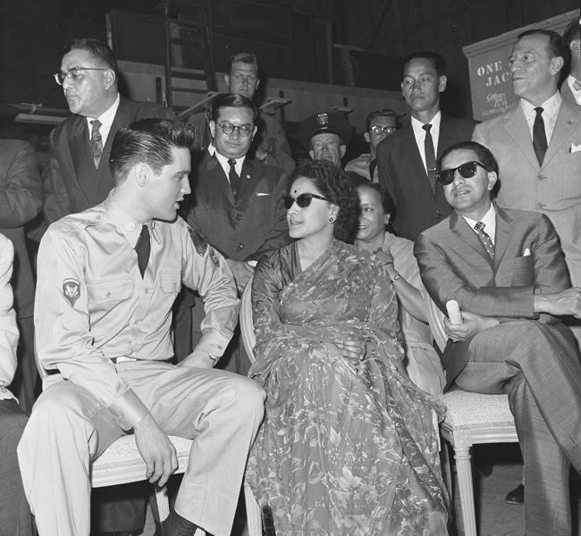 Elvis in una foto scattata durante lo svolgimento del servizio militare