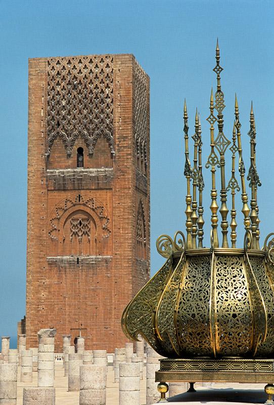 JE SUIS RETOURNEE AU MAROC LE PAYS QUI M'A VU NAITRE 43 ANS APRES Rabat_Hassan_tower_1995