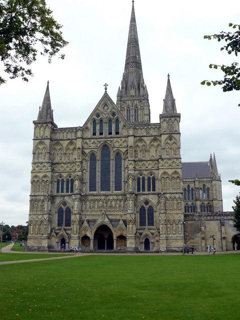 Salisbury - Cathedral - geograph.org.uk - 943957.jpg