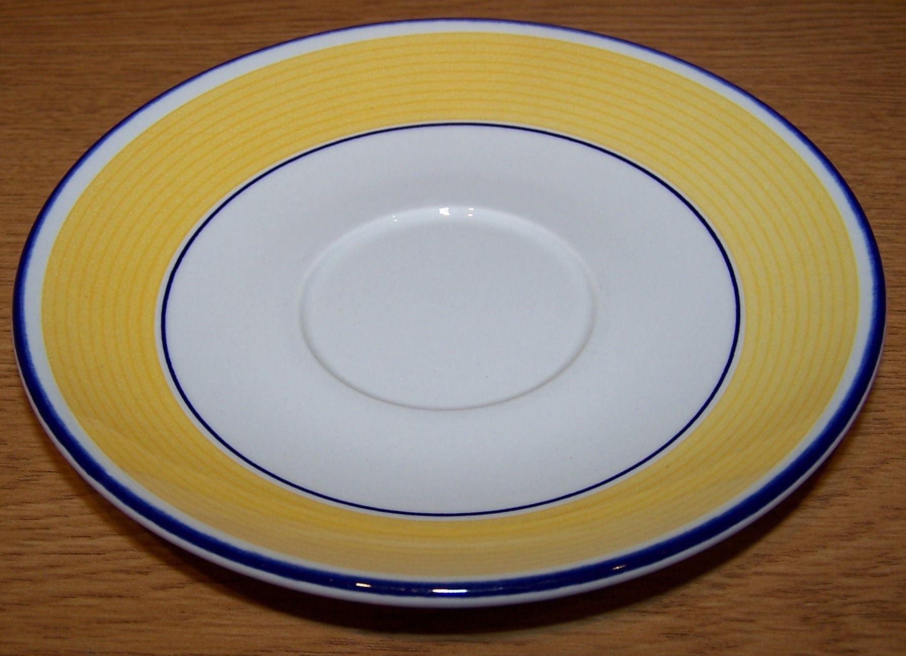 File Saucer With Yellow And White Design Jpg Wikimedia