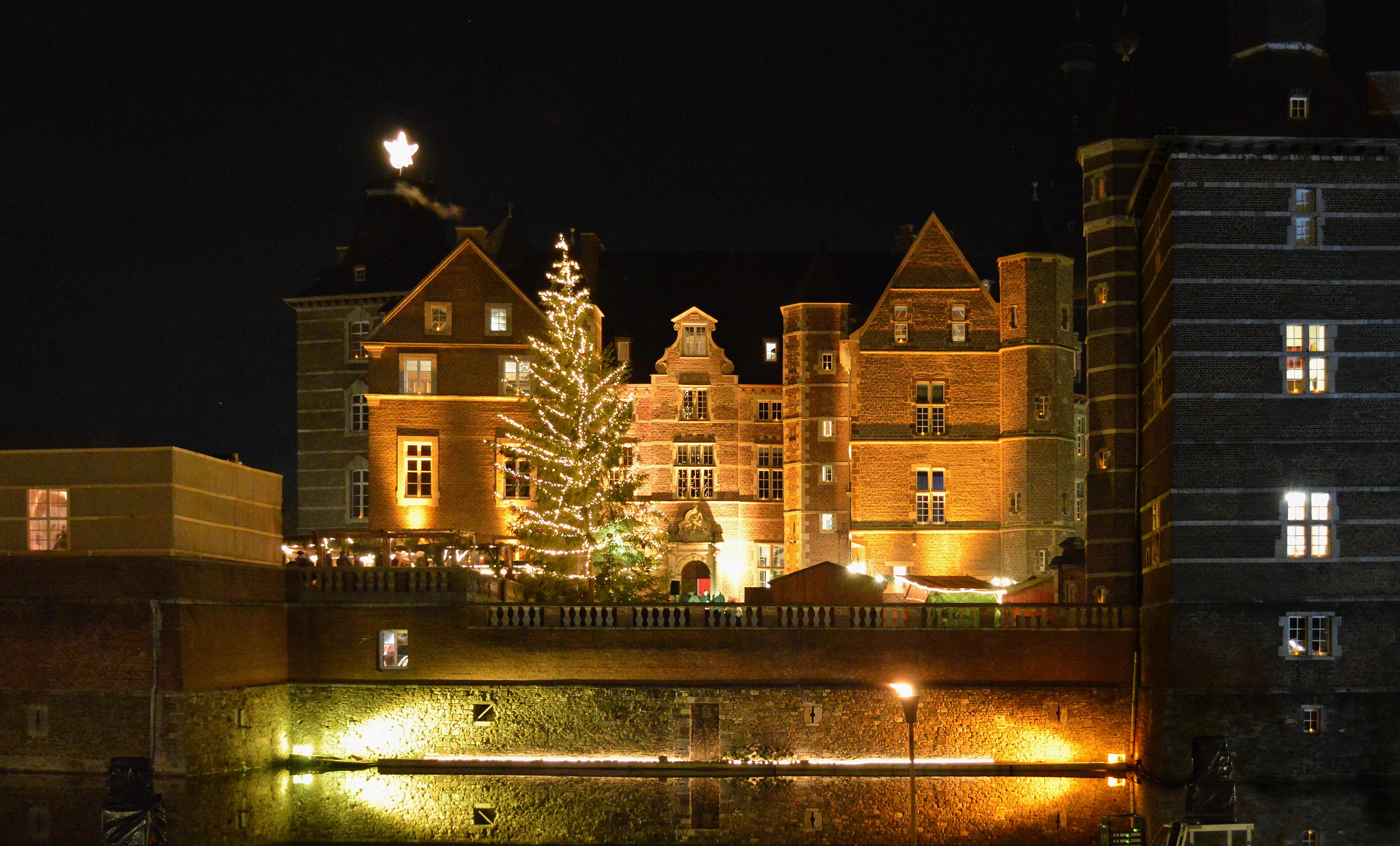 Weihnachtsmarkt Schloss Merode.Datei Schloss Merode Weihnachtsmarkt Jpg Wikipedia