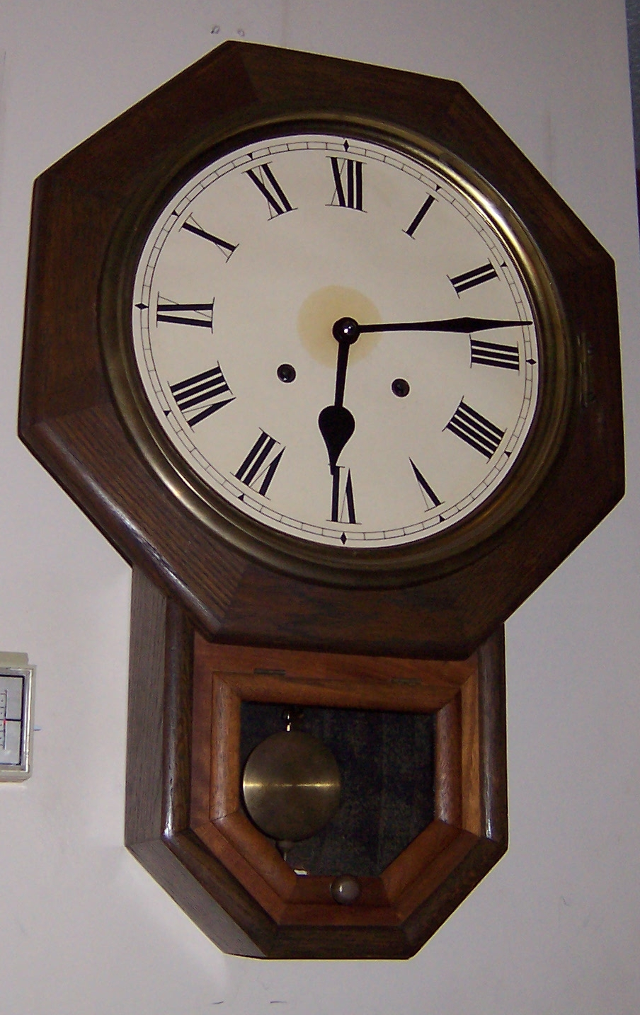 File:Schoolhouse Regulator Pendulum Clock.jpg