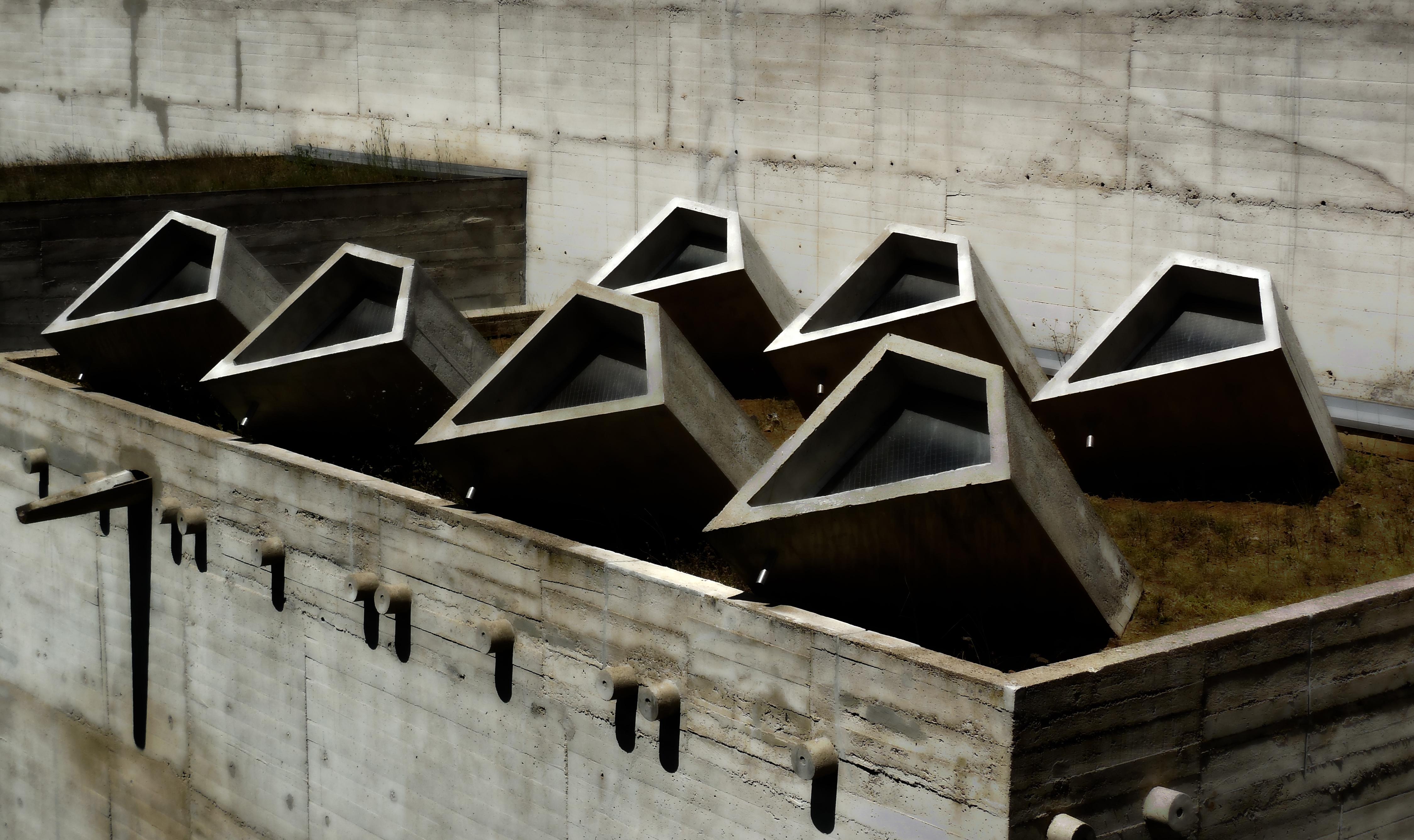 Couvent de la Tourette par Le Corbusier Skylights_at_Couvent_de_La_Tourette