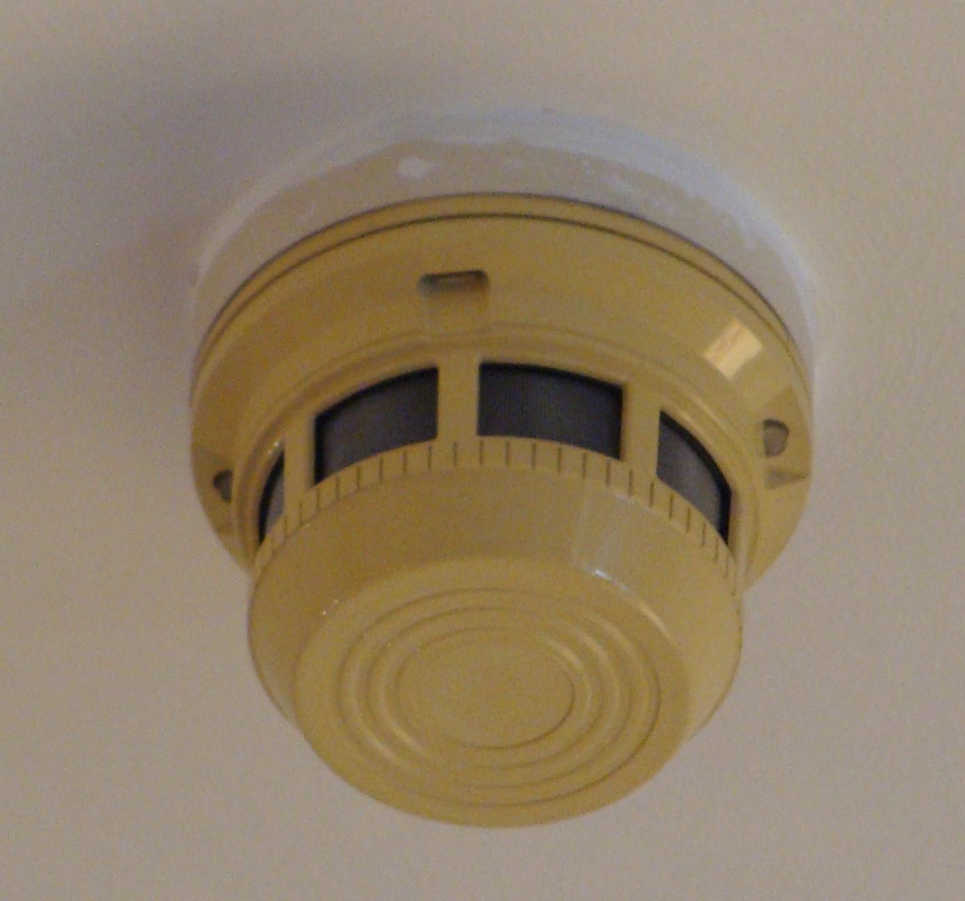 File Smoke Detector Russia 1 Jpg Wikimedia Commons