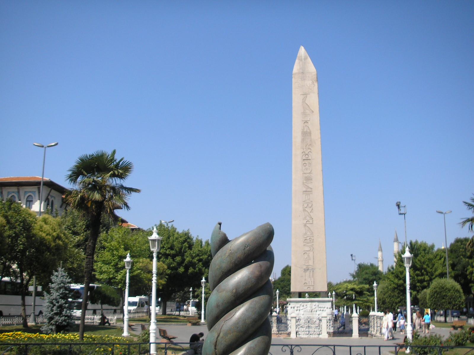 File:Snake column Hippodrome Constantinople 2007 004.jpg - Wikimedia Commons