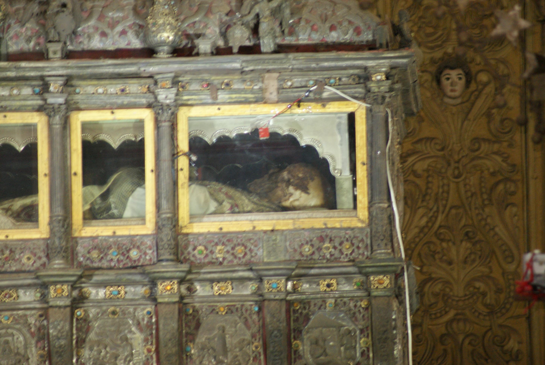 File:St. Francis Xavier's body.JPG - Wikimedia Commons