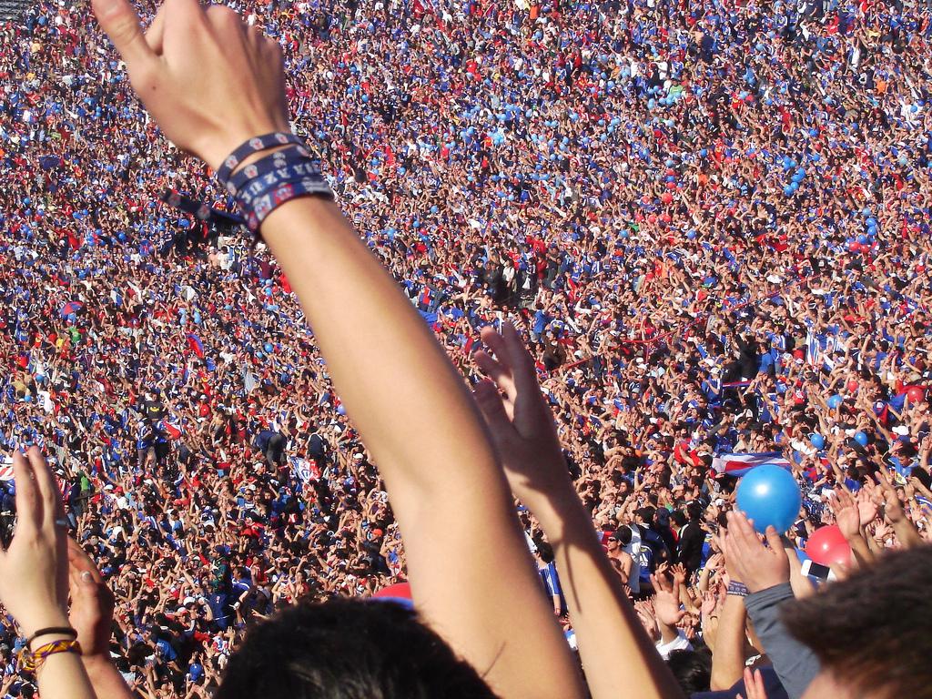 Archivo:Supporters of Universidad de Chile.jpg - Wikipedia, la ...