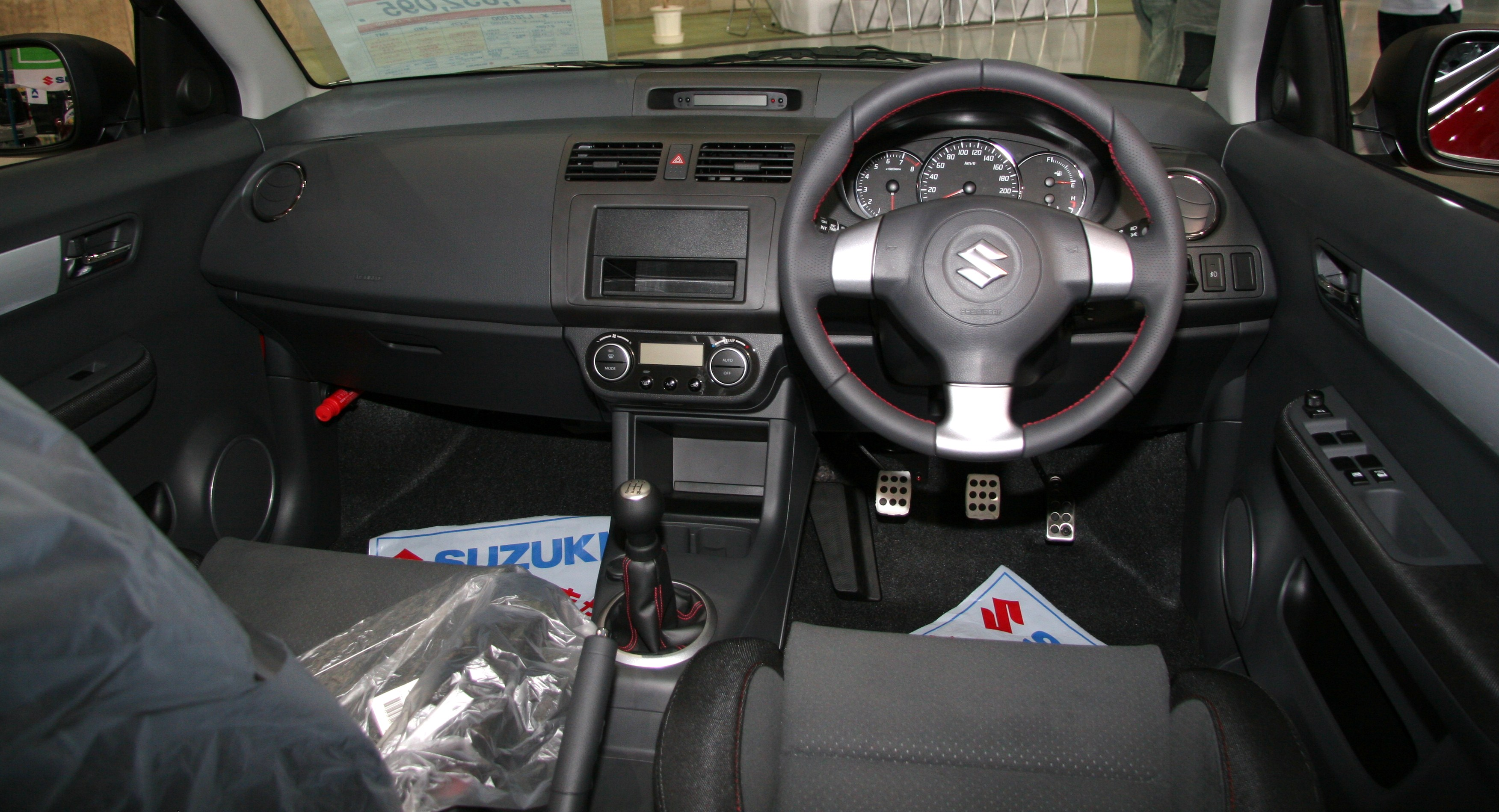 https://upload.wikimedia.org/wikipedia/commons/8/8c/Suzuki_Swift_Sport_interior.jpg