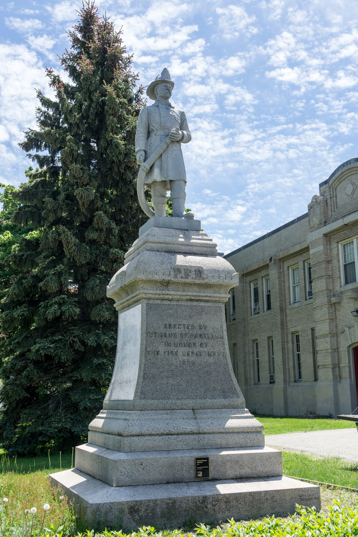 File The Fireman Statue Portland Maine Wikimedia mons