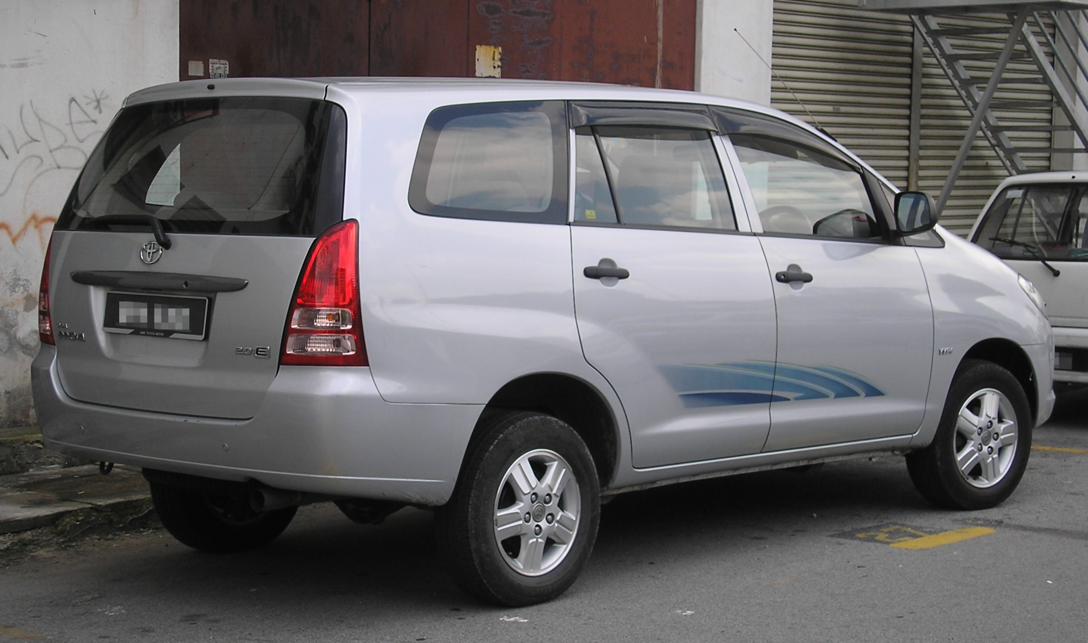 Description Toyota Innova  First Generation   Rear   Kajang