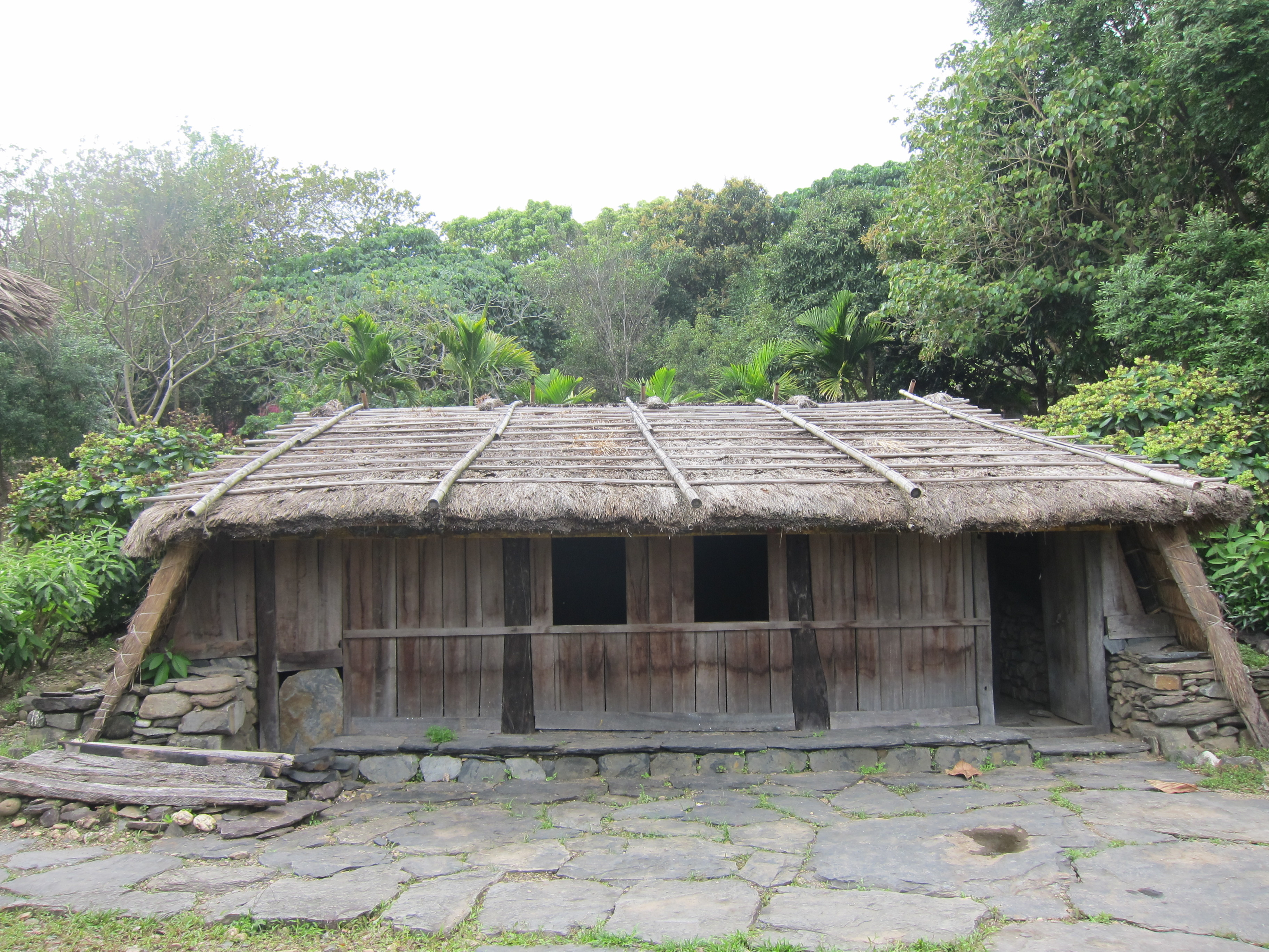 File Traditional House Of East Paiwan Tribe 1 Jpg