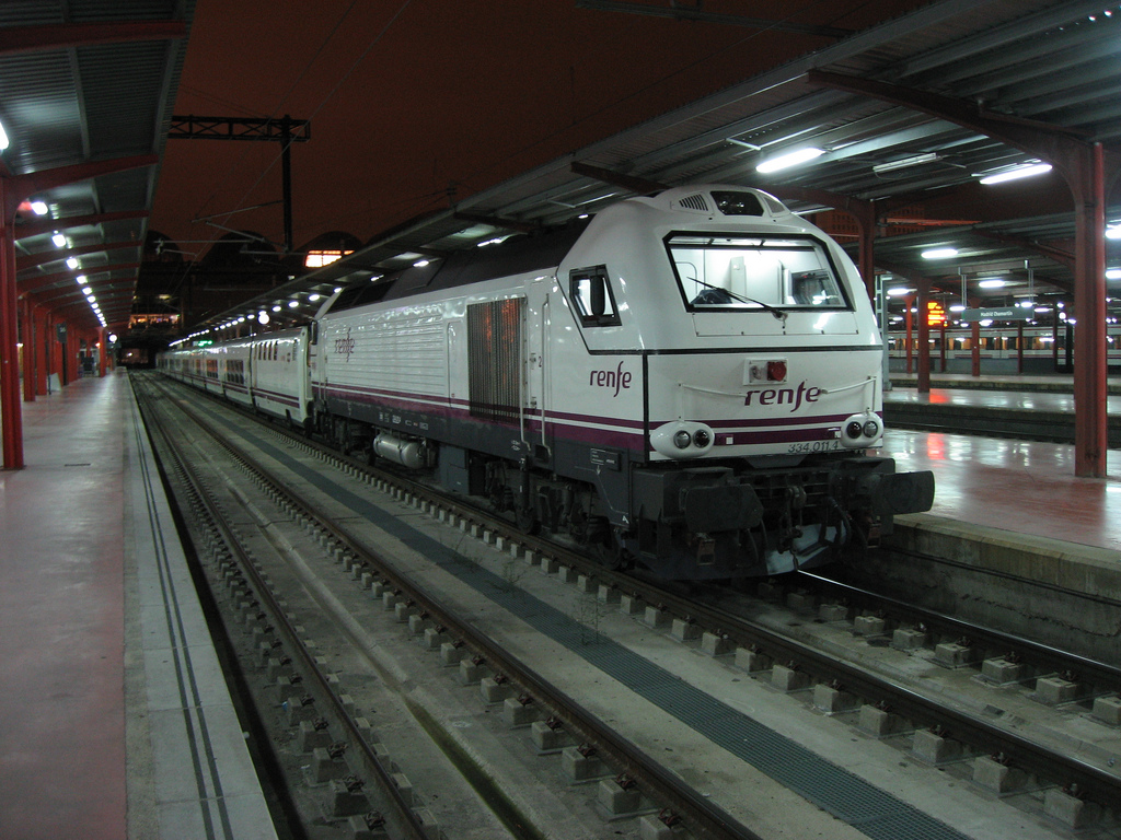 File tren hotel lusitania at madrid chamartin renfe 334 for Barcelona paris tren hotel