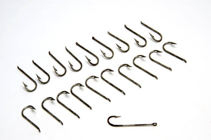 File:Tropenmuseum Royal Tropical Institute Objectnumber 402-493g Negentien ijzeren vishaakjes, gebruik.jpg
