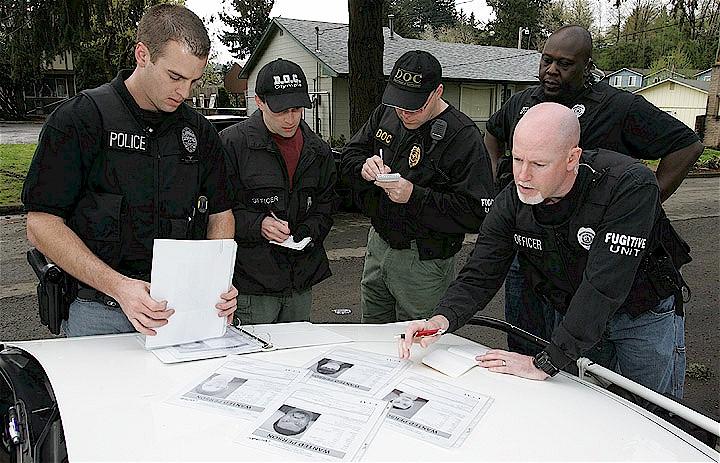 File:U.S. Marshal Multi-Agency Team Members Preparing.jpg