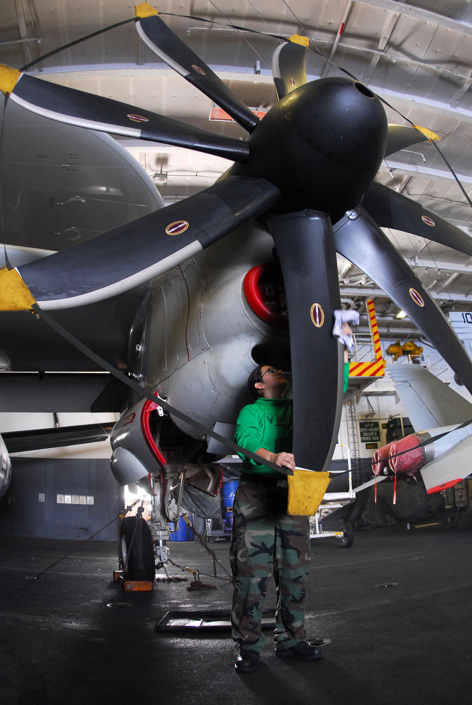 fileus navy 080206 n 9760z 014 aviation machinist mate 2nd class