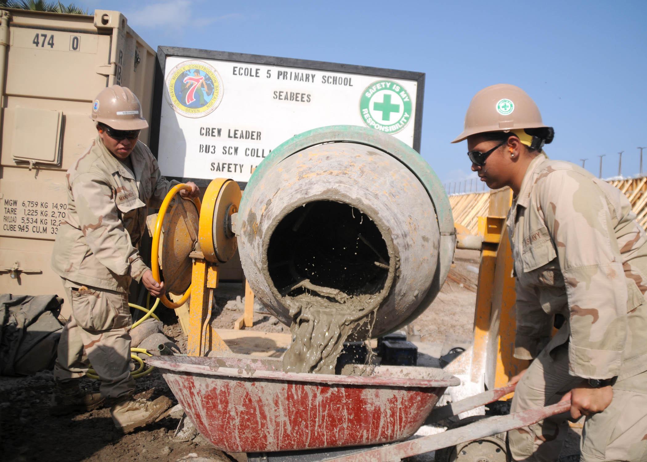 File Us Navy 101211 N 4440l 025 Builder Constructionman