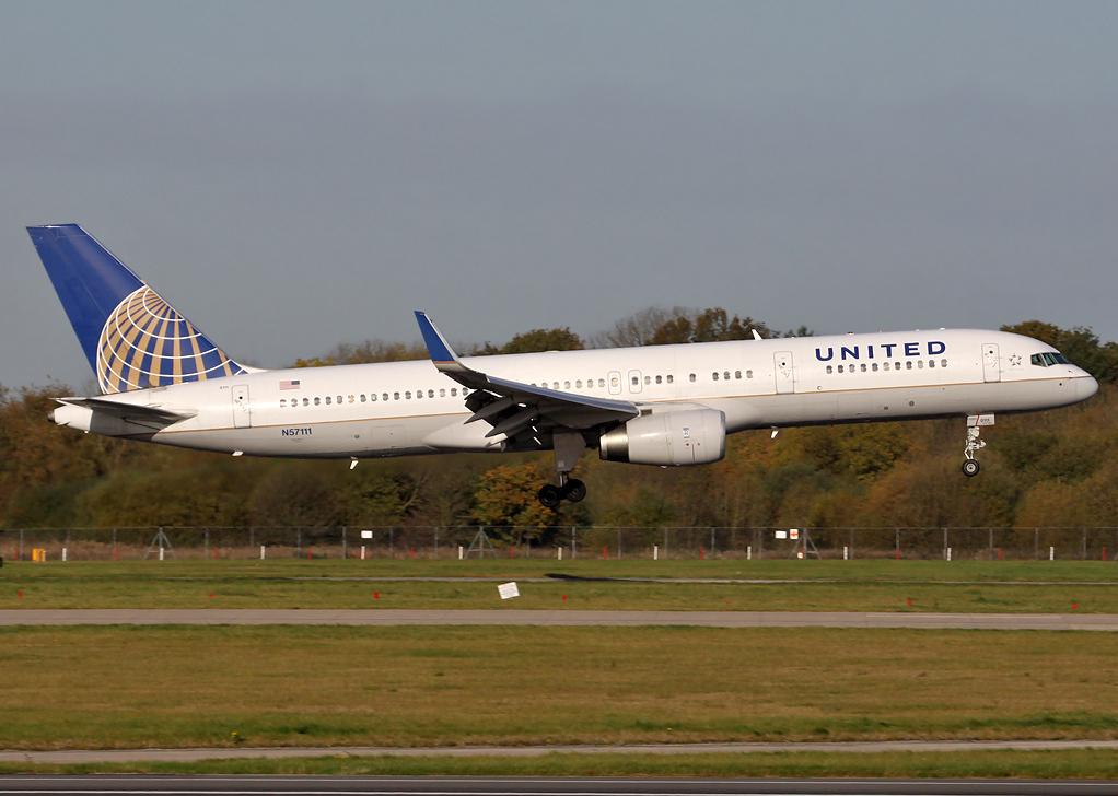 File:United Airlines Boeing 757-200 N57111 MAN 2012-10-26.png