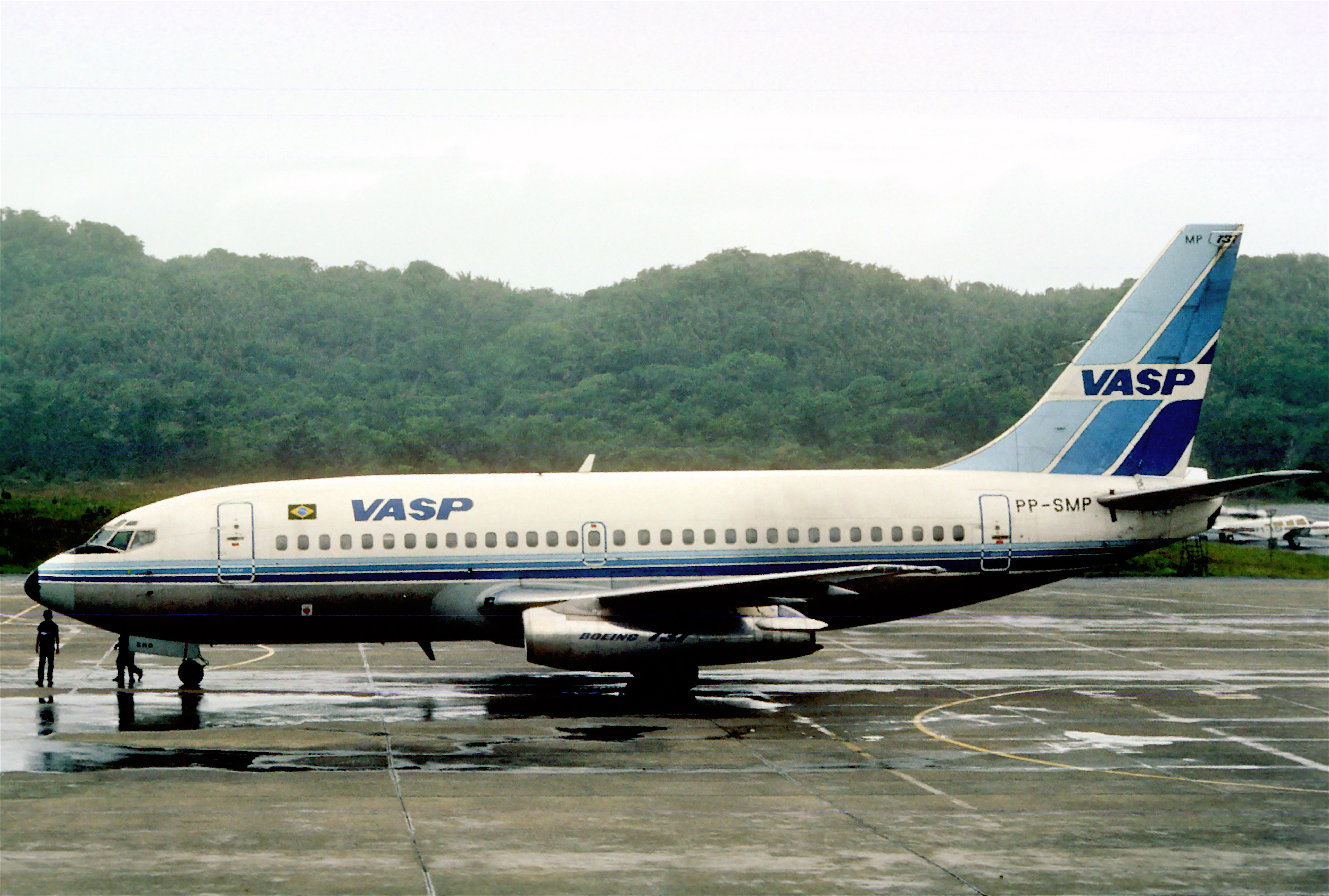 Description VASP Boeing 737-2A1; PP-SMP, April 1986 (5423970611).jpg