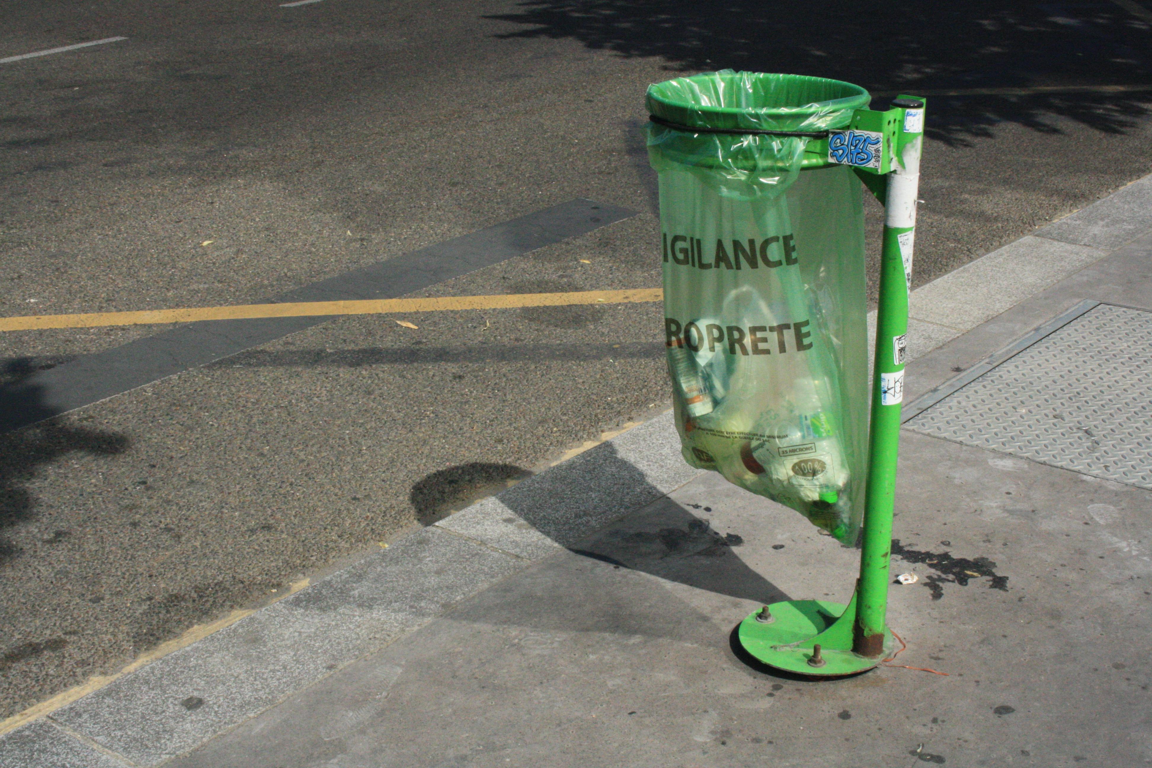 Plastic bag history - File Waste Container Plastic Bag Paris Jpg