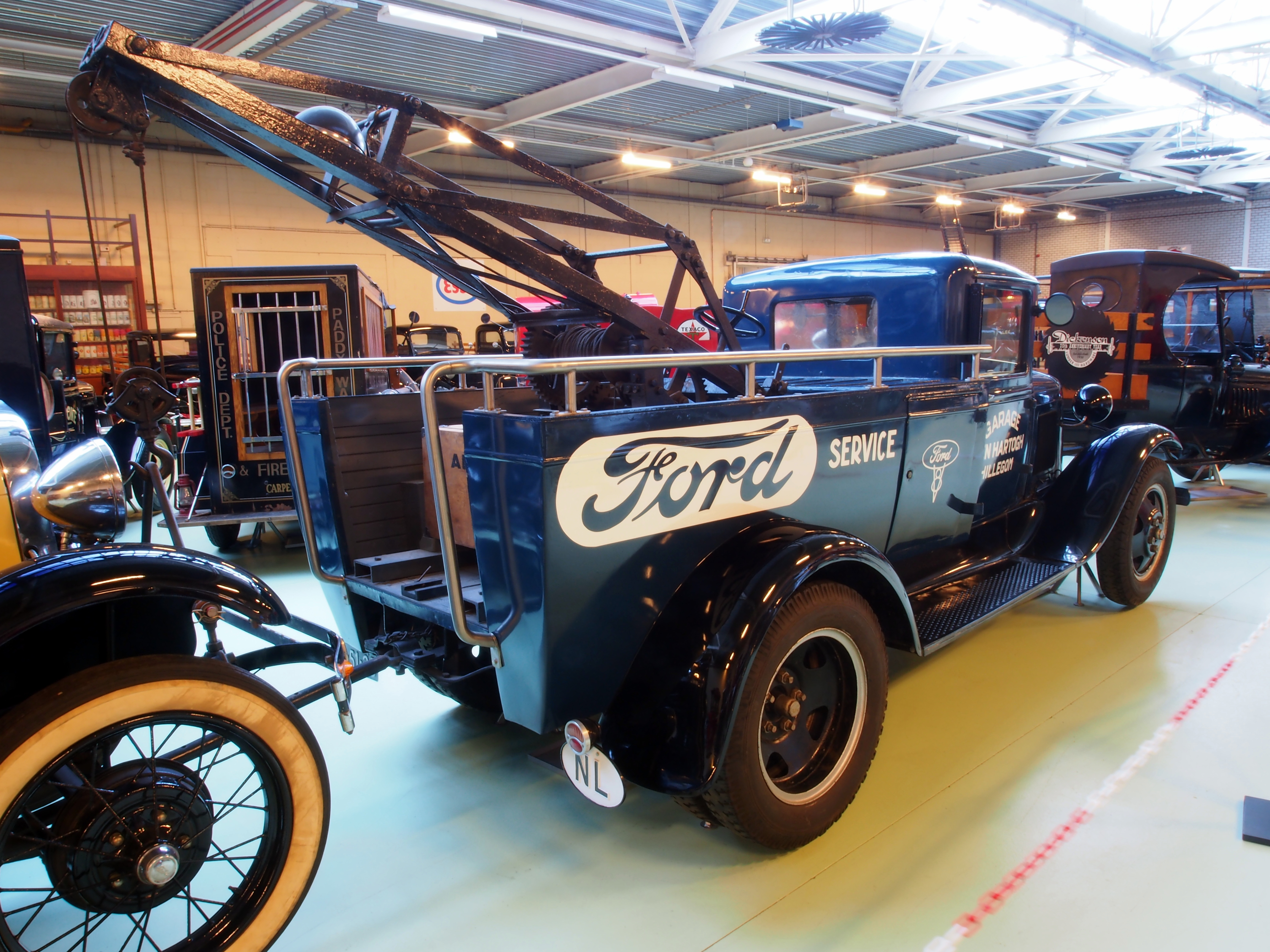 File:1931 Ford 229 A Service car lifts 2000kg pic3.JPG - Wikimedia ...